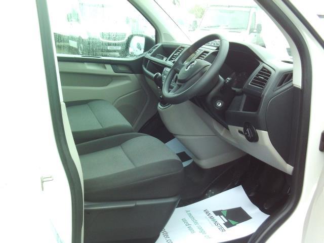 2016 Volkswagen Transporter  T28 SWB DIESEL 2.0TDI BMT 84 STARTLINE EURO 5/6 (GK66YDR) Image 18