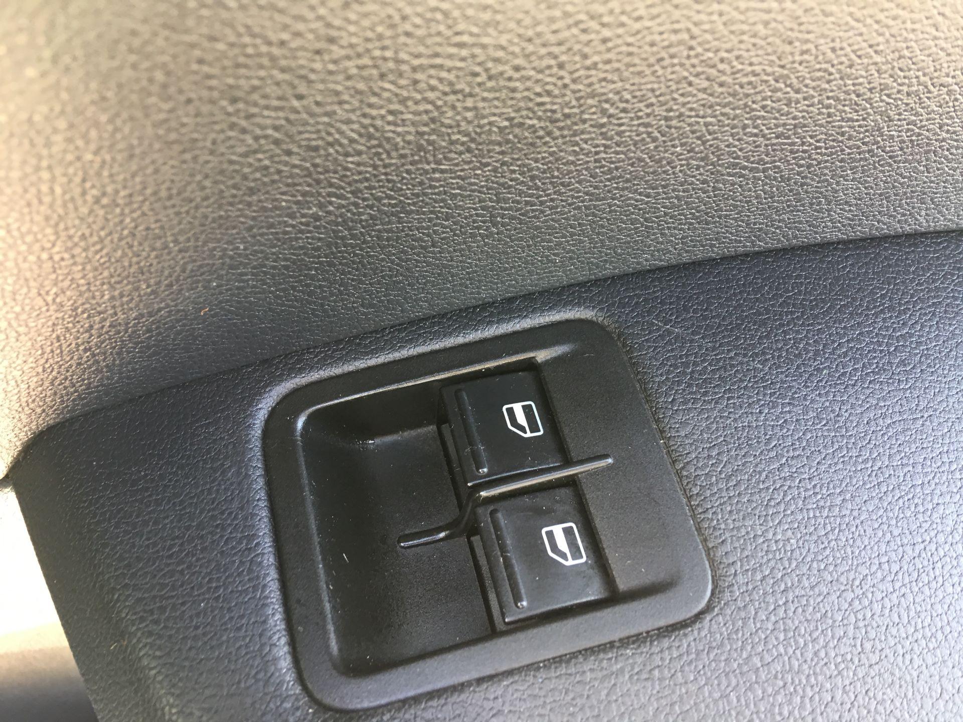 2017 Volkswagen Caddy 2.0 TDI 102PS BMT STARTLINE EURO 6 (GK67SWV) Image 9
