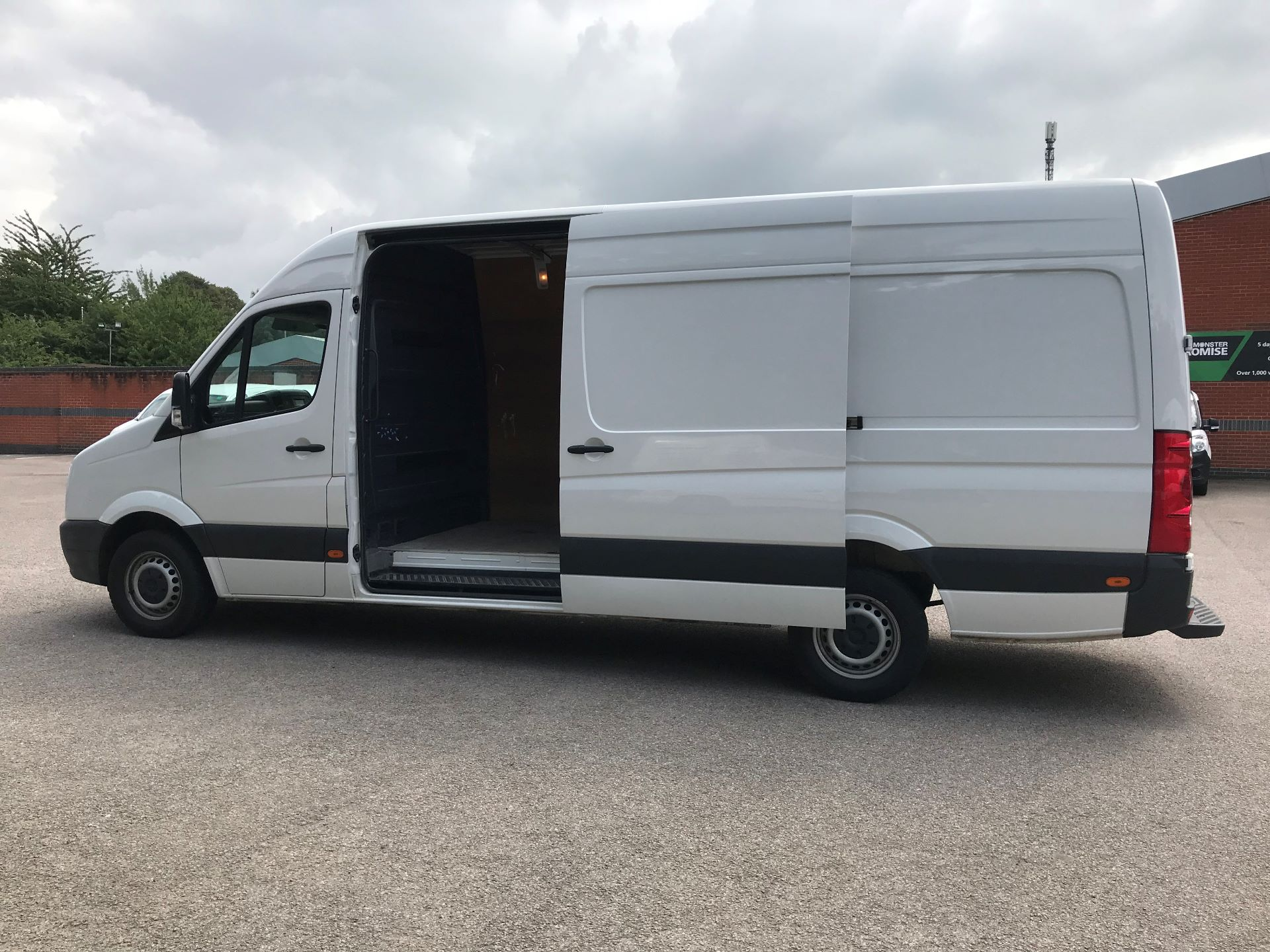 2017 Volkswagen Crafter  CR35 LWB DIESEL 2.0 BMT TDI 140PS HIGH ROOF EURO 6 (GK67YXL) Image 13