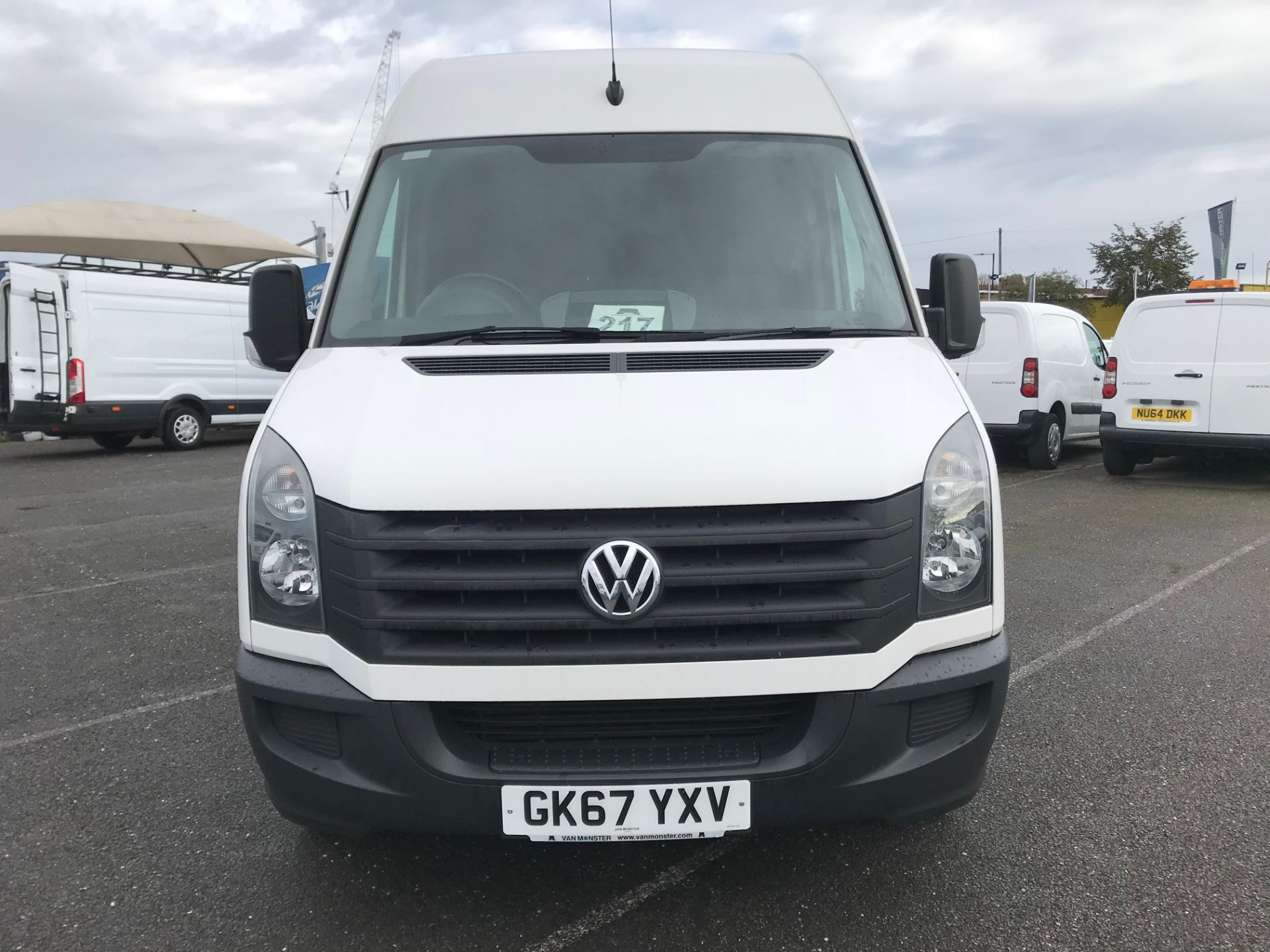 2017 Volkswagen Crafter  CR35 LWB  2.0 BMT TDI 140PS H/R EURO6 (GK67YXV) Image 3
