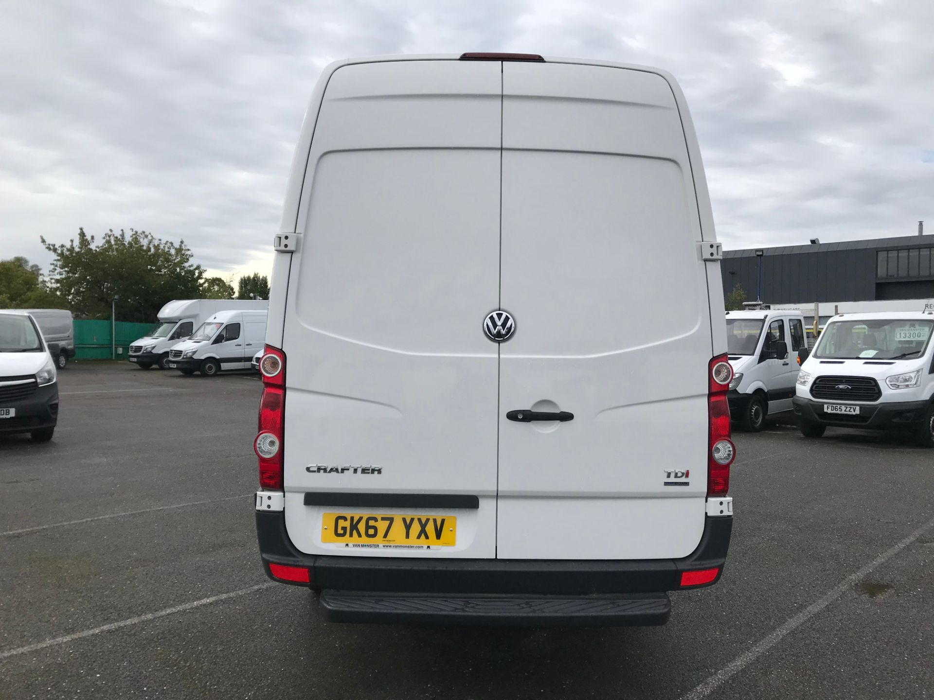2017 Volkswagen Crafter  CR35 LWB  2.0 BMT TDI 140PS H/R EURO6 (GK67YXV) Image 6