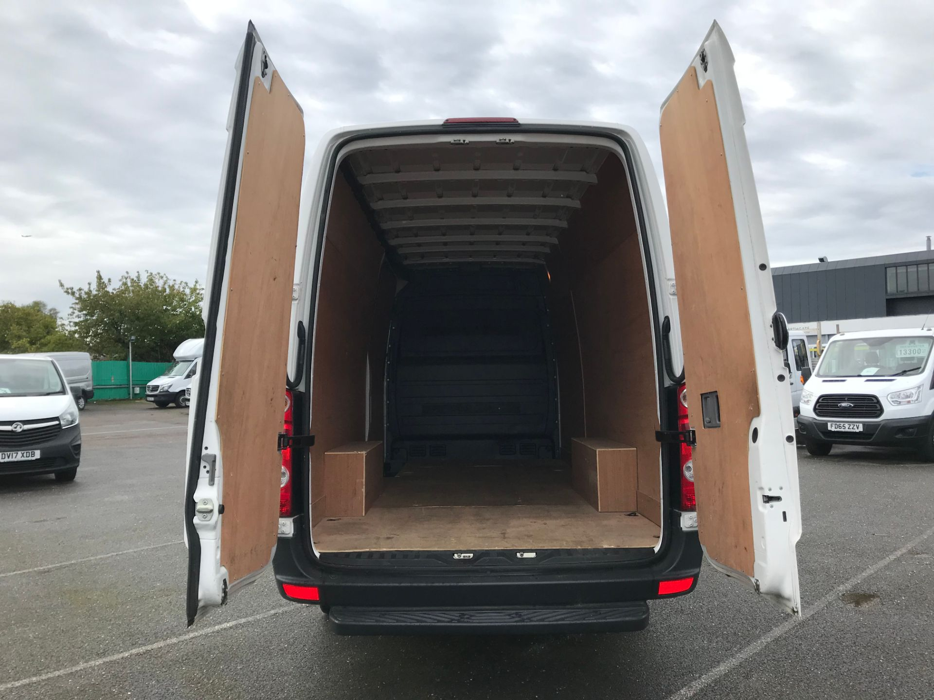 2017 Volkswagen Crafter  CR35 LWB  2.0 BMT TDI 140PS H/R EURO6 (GK67YXV) Image 7