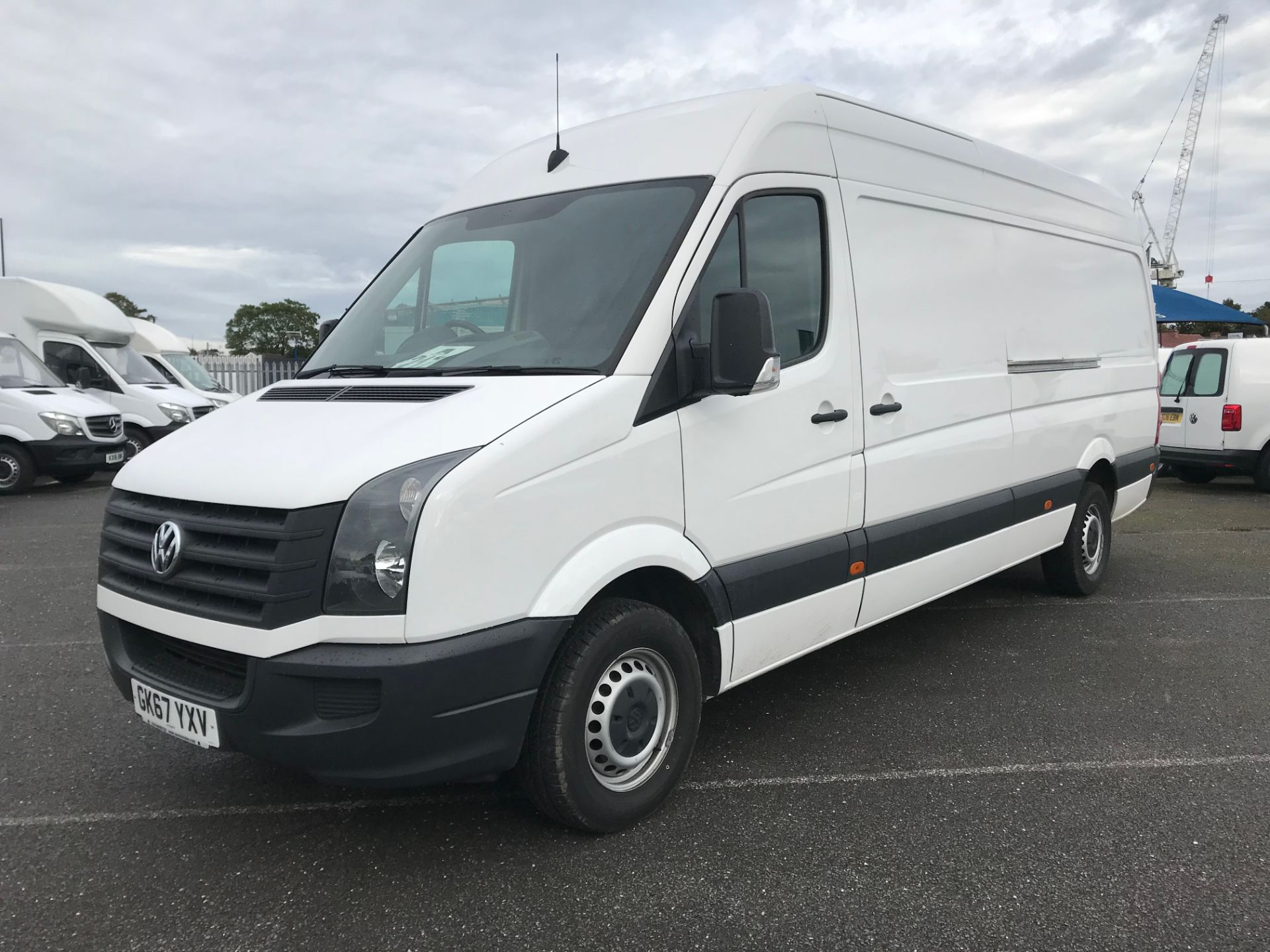 2017 Volkswagen Crafter  CR35 LWB  2.0 BMT TDI 140PS H/R EURO6 (GK67YXV) Image 2