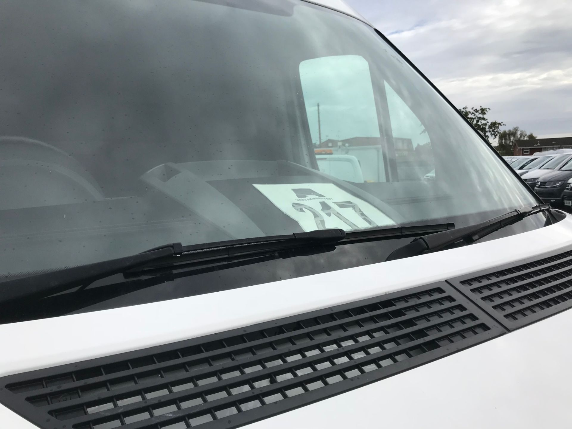 2017 Volkswagen Crafter  CR35 LWB  2.0 BMT TDI 140PS H/R EURO6 (GK67YXV) Image 15