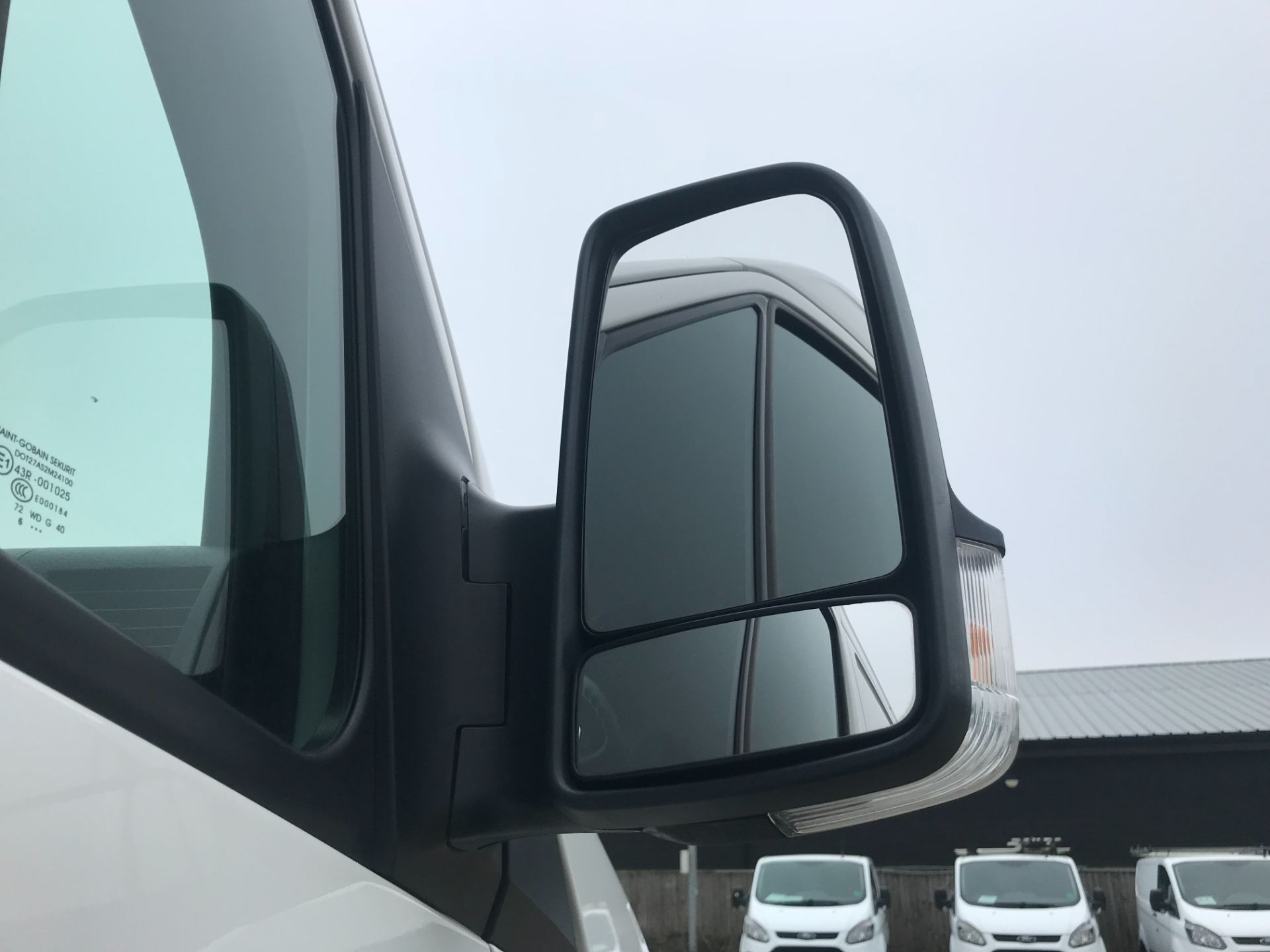 2017 Volkswagen Crafter  CR35 LWB DIESEL 2.0 BMT TDI 140PS HIGH ROOF EURO 6 (GK67YYC) Image 13