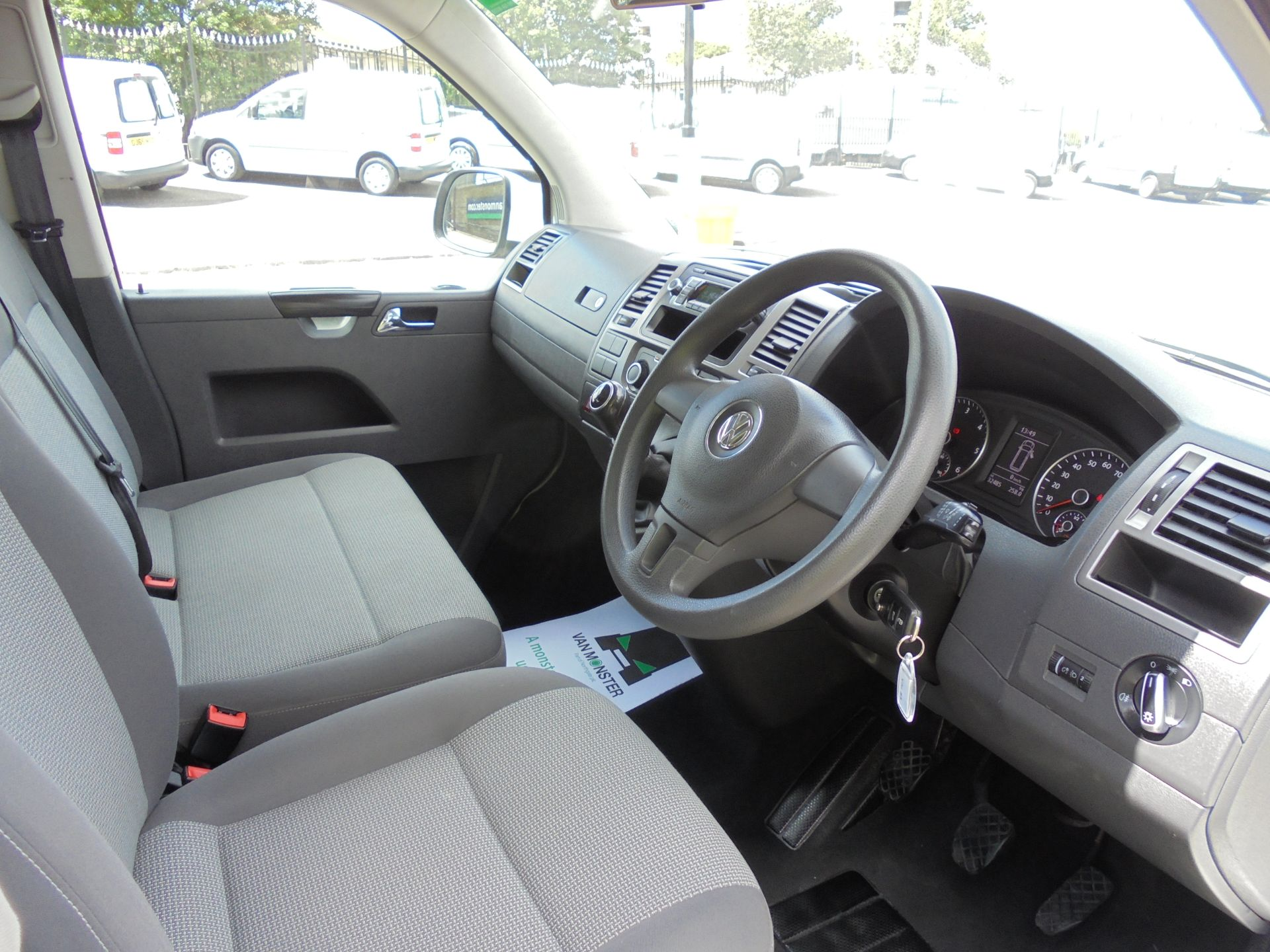 2015 Volkswagen Transporter Shuttle 2.0 Tdi 102Ps Se Minibus (GL15TEJ) Image 2