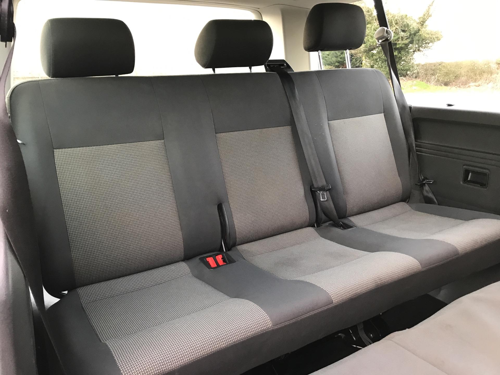 2015 Volkswagen Transporter Shuttle T30 LWB DIESEL 2.0 TDI 102PS SE MINIBUS EURO 5 (GL15TGE) Image 19