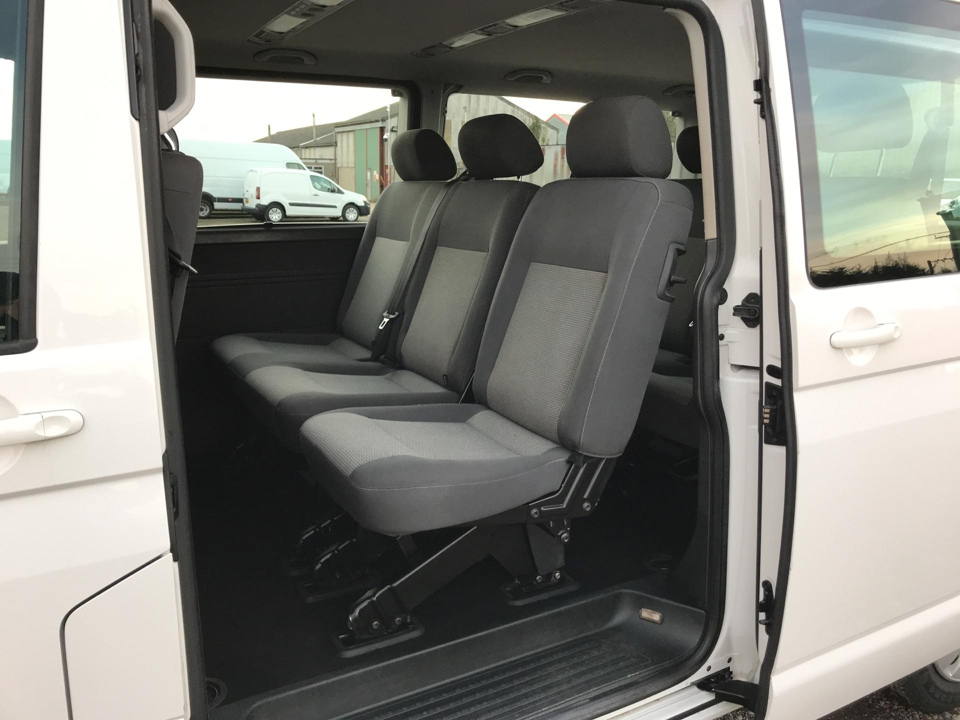 2015 Volkswagen Transporter Shuttle T30 LWB DIESEL 2.0 TDI 102PS SE MINIBUS EURO 5 (GL15TGE) Image 23