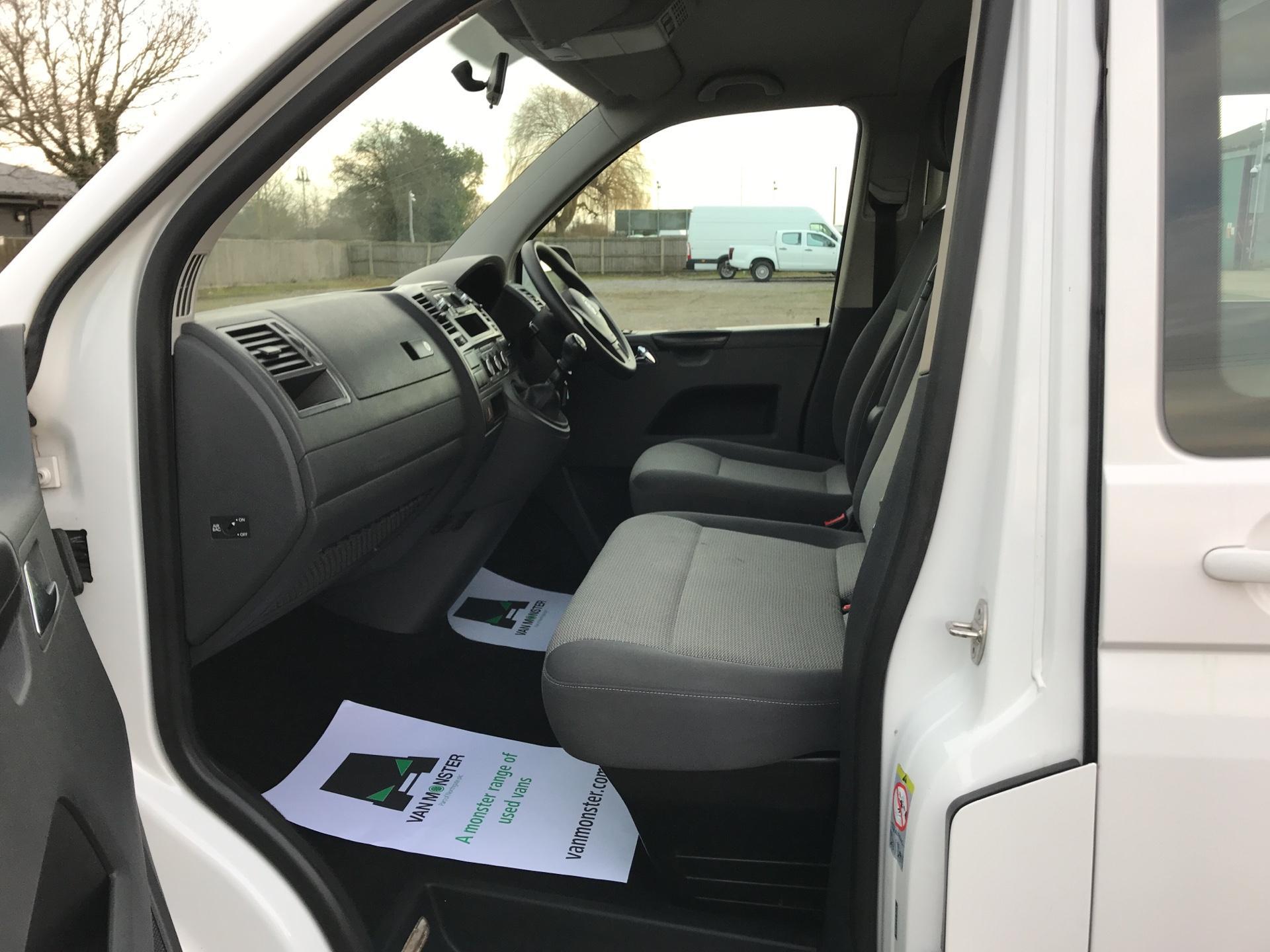 2015 Volkswagen Transporter Shuttle T30 LWB DIESEL 2.0 TDI 102PS SE MINIBUS EURO 5 (GL15TGE) Image 14