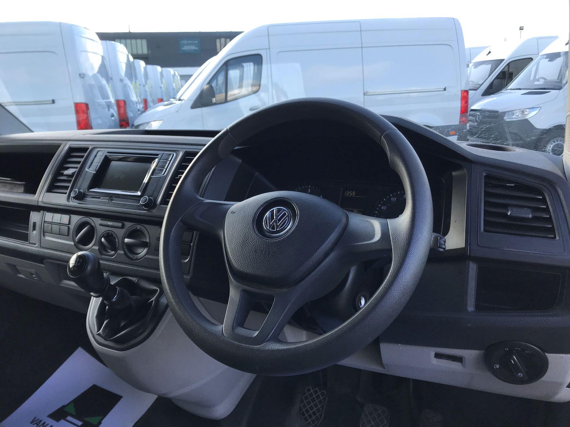 2017 Volkswagen Transporter  2.0  102PS T28 S-LINE TDI BMT EURO 6  (GL17BPV) Image 21