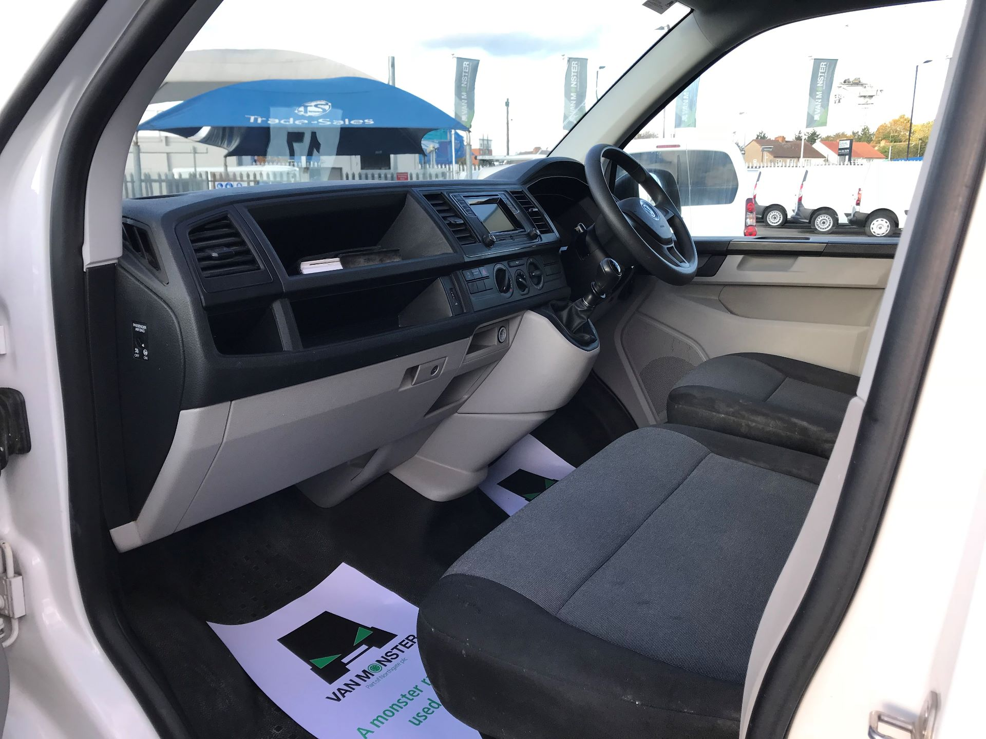 2017 Volkswagen Transporter  2.0  102PS T28 S-LINE TDI BMT EURO 6  (GL17BPV) Image 18