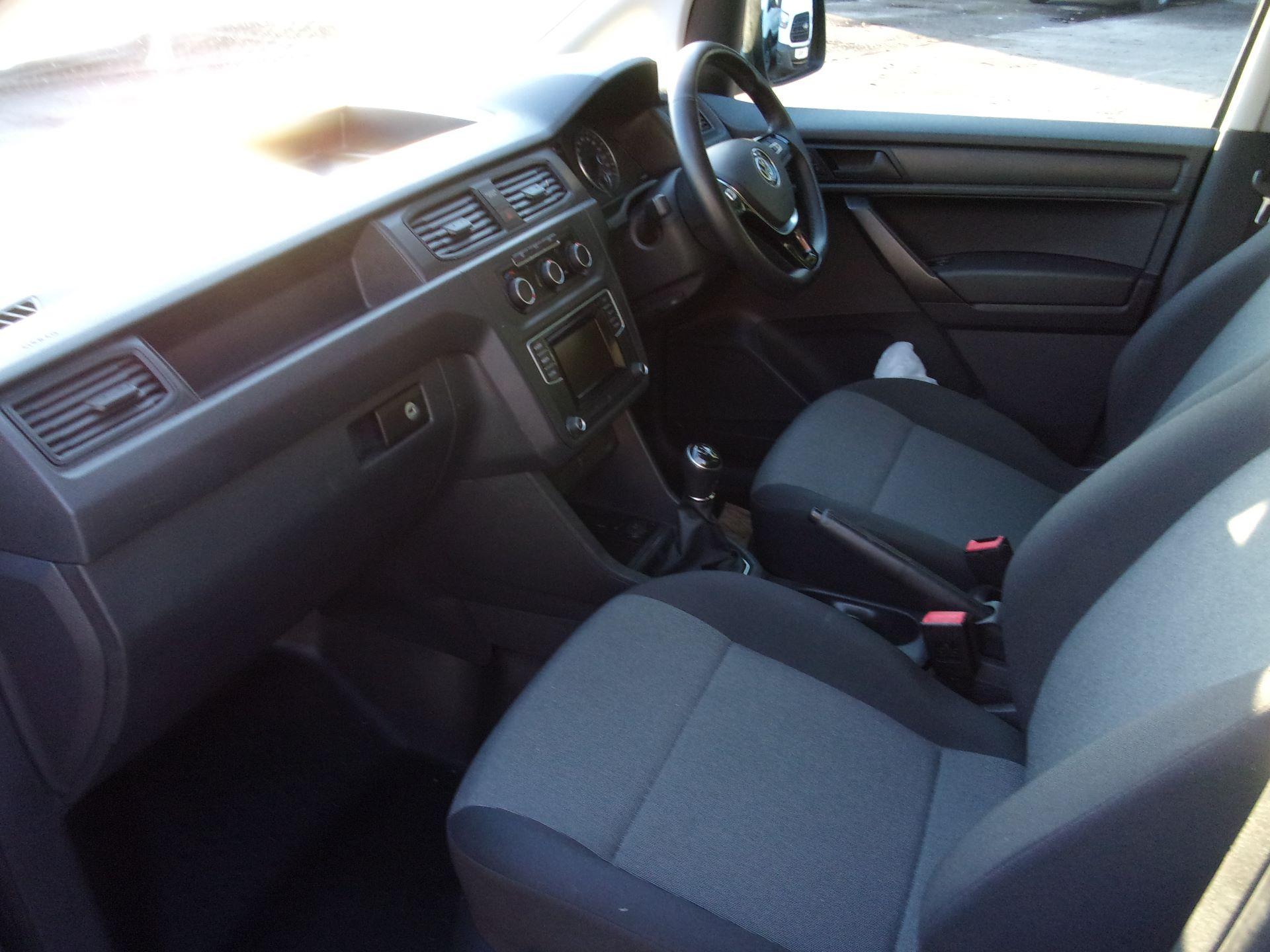 2018 Volkswagen Caddy 2.0 TDI 102PS BMT TRENDLINE EURO 6 (GL18LPV) Image 16