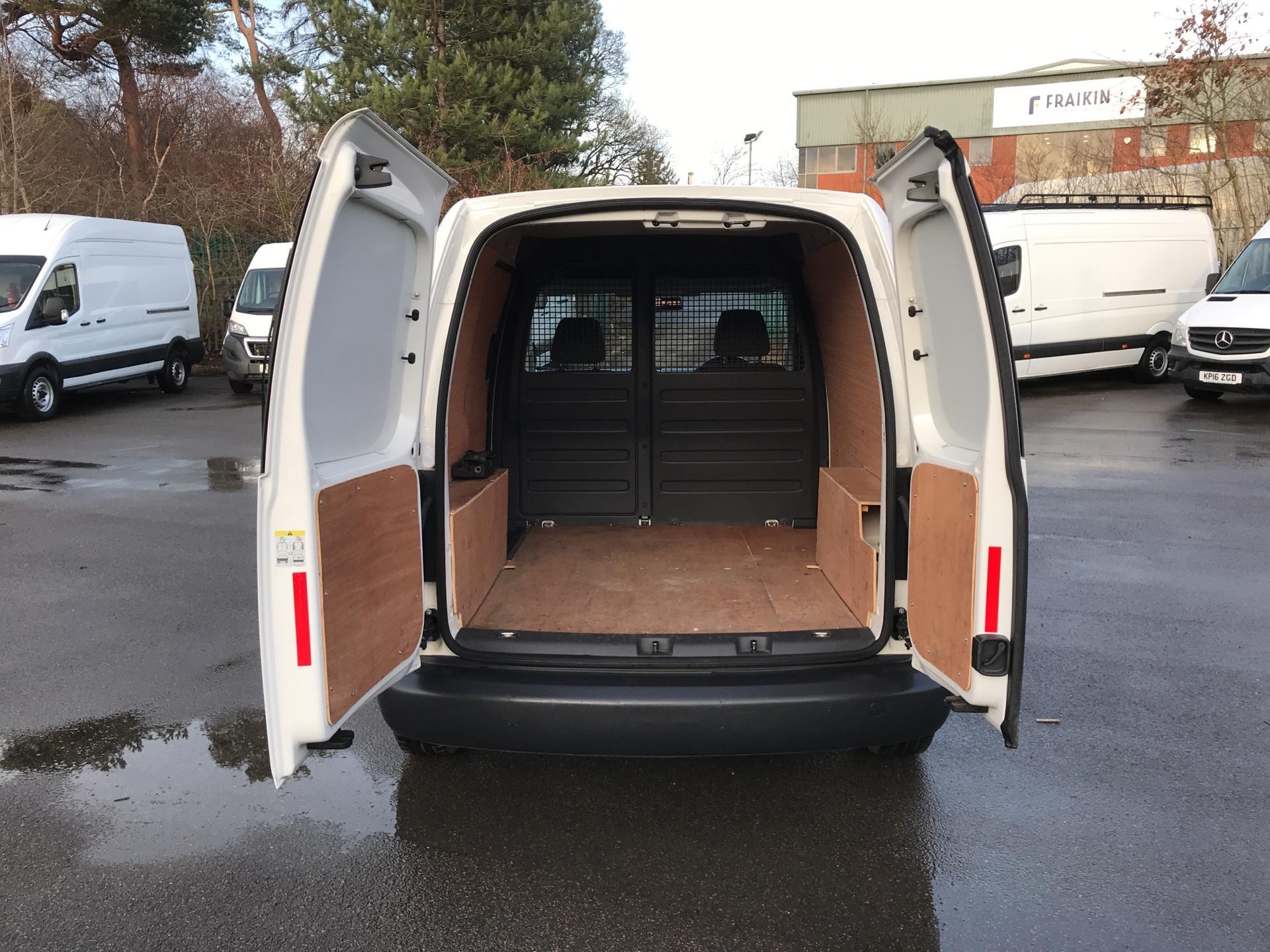 2015 Volkswagen Caddy  1.6 102PS STARTLINE EURO 5 (GL64YJP) Image 15