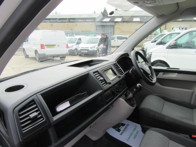2016 Volkswagen Transporter  T30 SWB DIESEL 2.0 TDI BMT 102 STARTLINE VAN EURO 6 (GL66PXX) Image 12