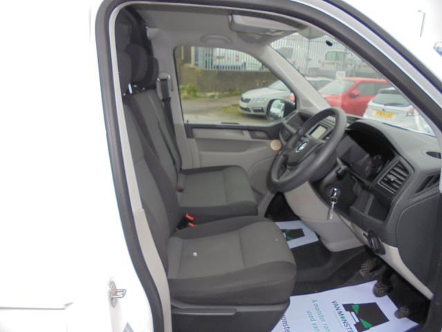 2016 Volkswagen Transporter T28 SWB DIESEL 2.0 BMT 102 STARTLINE VAN EURO 6 (GL66PYF) Image 4