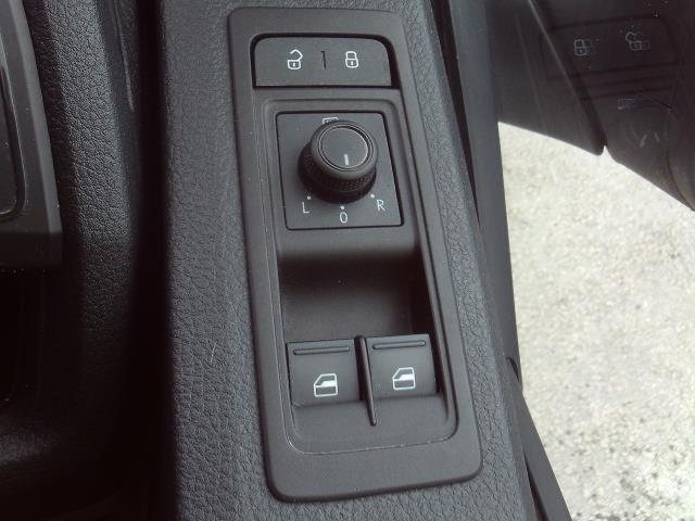 2016 Volkswagen Transporter T30 SWB 2.0TDI BMT 102PS STARTLINE EURO 6  (GL66PYW) Image 19