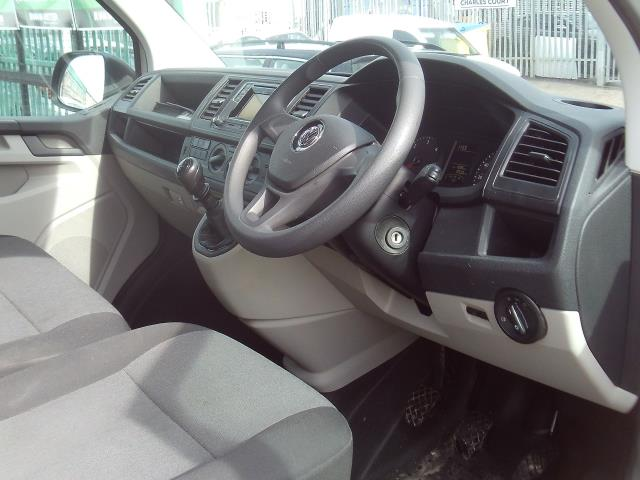2016 Volkswagen Transporter T30 SWB 2.0TDI BMT 102PS STARTLINE EURO 6  (GL66PYY) Image 13