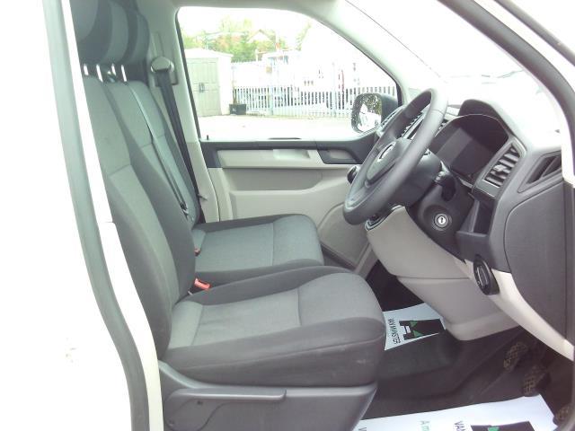 2016 Volkswagen Transporter T28 SWB DIESEL 2.0 TDI BMT 102 STARTLINE EURO 6 (GL66PZO) Image 18