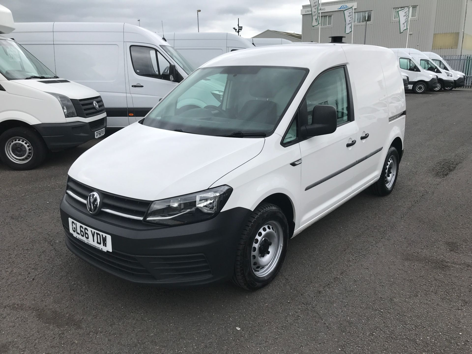 2016 Volkswagen Caddy 2.0TDI BLUEMOTION TECH 102PS STARTLINE EURO 6 (GL66YDW) Image 3