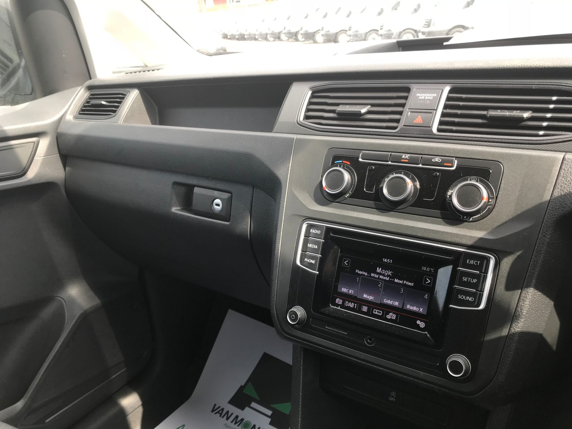 2016 Volkswagen Caddy 2.0 Tdi Bluemotion Tech 102Ps Startline Van Euro 6 (GL66ZFA) Image 24