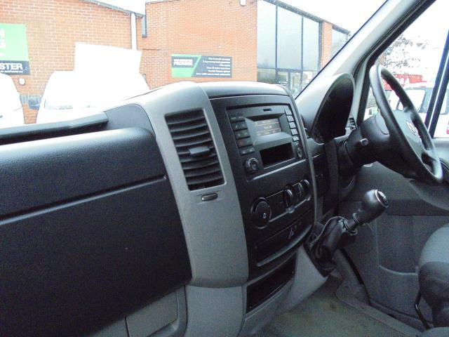2016 Volkswagen Crafter 2.0 Tdi 136Ps LUTON WITH TAIL LIFT (GL66ZGA) Image 24
