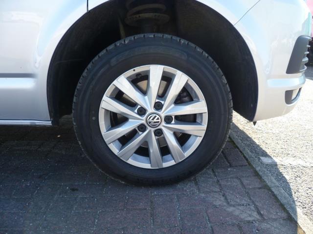 2017 Volkswagen Transporter T28 SWB DIESEL 2.0 TDI BMT 102 HIGHLINE VAN EURO 6  (GL67OUV) Image 16