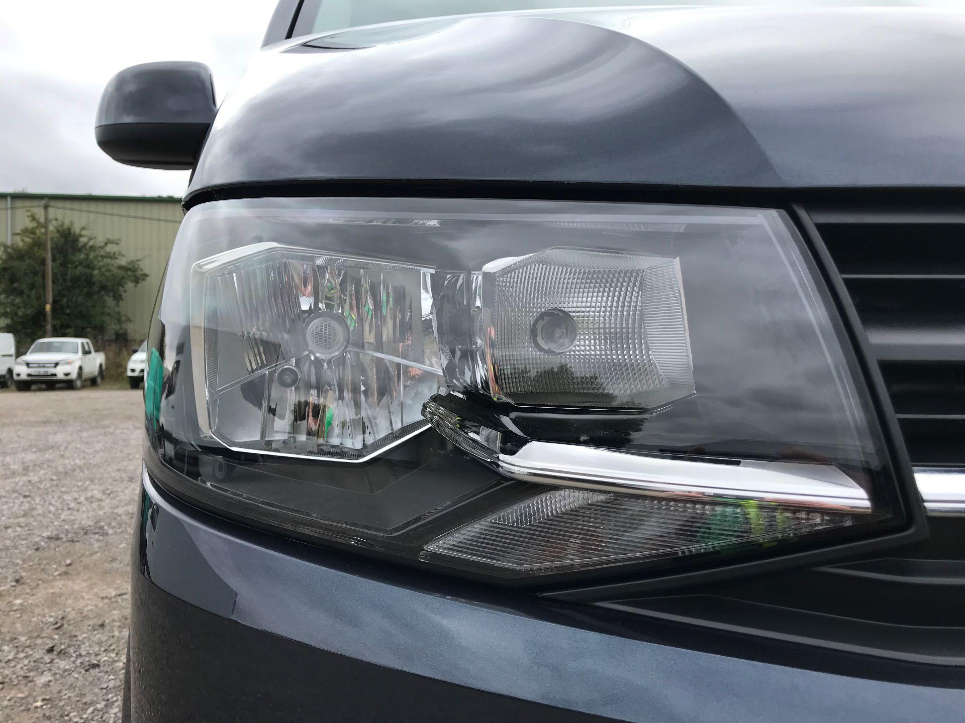 2018 Volkswagen Transporter  T28 SWB DIESEL 2.0 TDI BMT 150 HIGHLINE VAN EURO 6  (GL67THU) Image 17