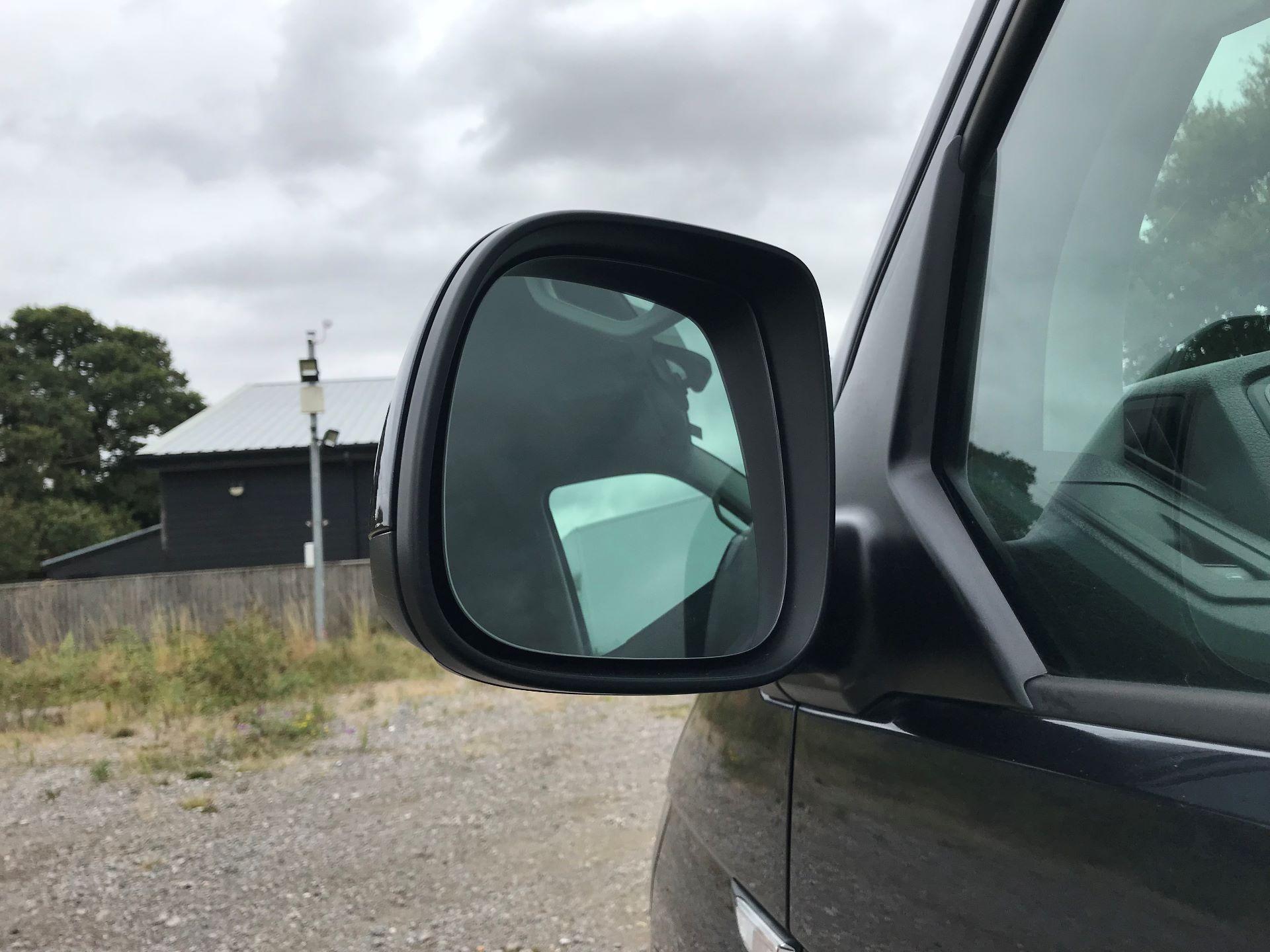 2018 Volkswagen Transporter  T28 SWB DIESEL 2.0 TDI BMT 150 HIGHLINE VAN EURO 6  (GL67THU) Image 12