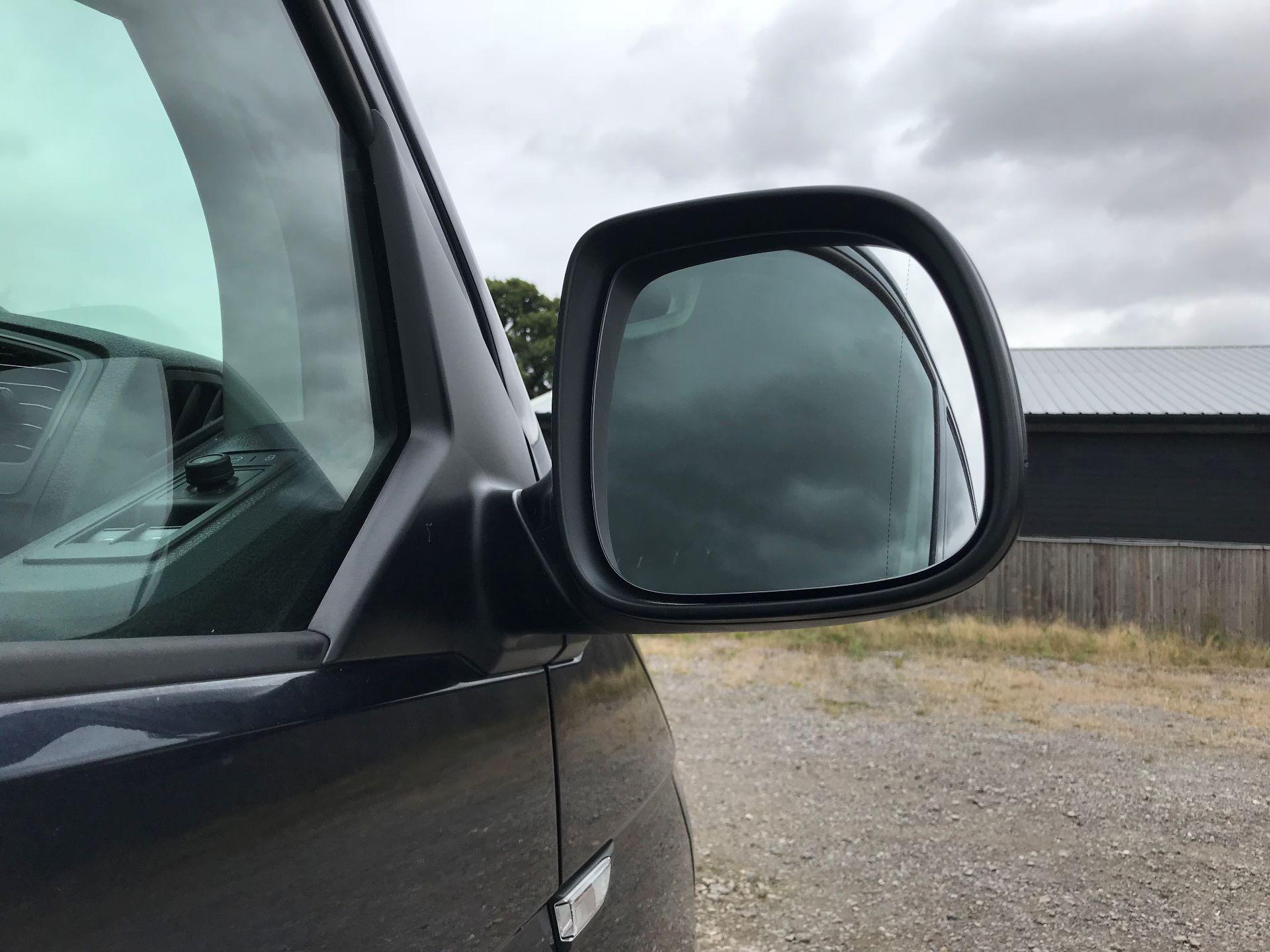 2018 Volkswagen Transporter  T28 SWB DIESEL 2.0 TDI BMT 150 HIGHLINE VAN EURO 6  (GL67THU) Image 13