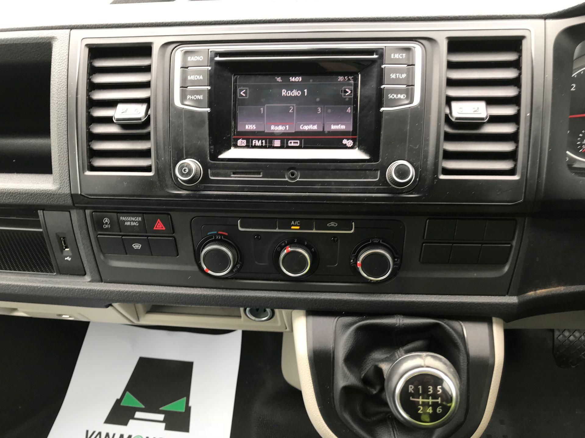2018 Volkswagen Transporter  T28 SWB DIESEL 2.0 TDI BMT 150 HIGHLINE VAN EURO 6  (GL67THU) Image 26