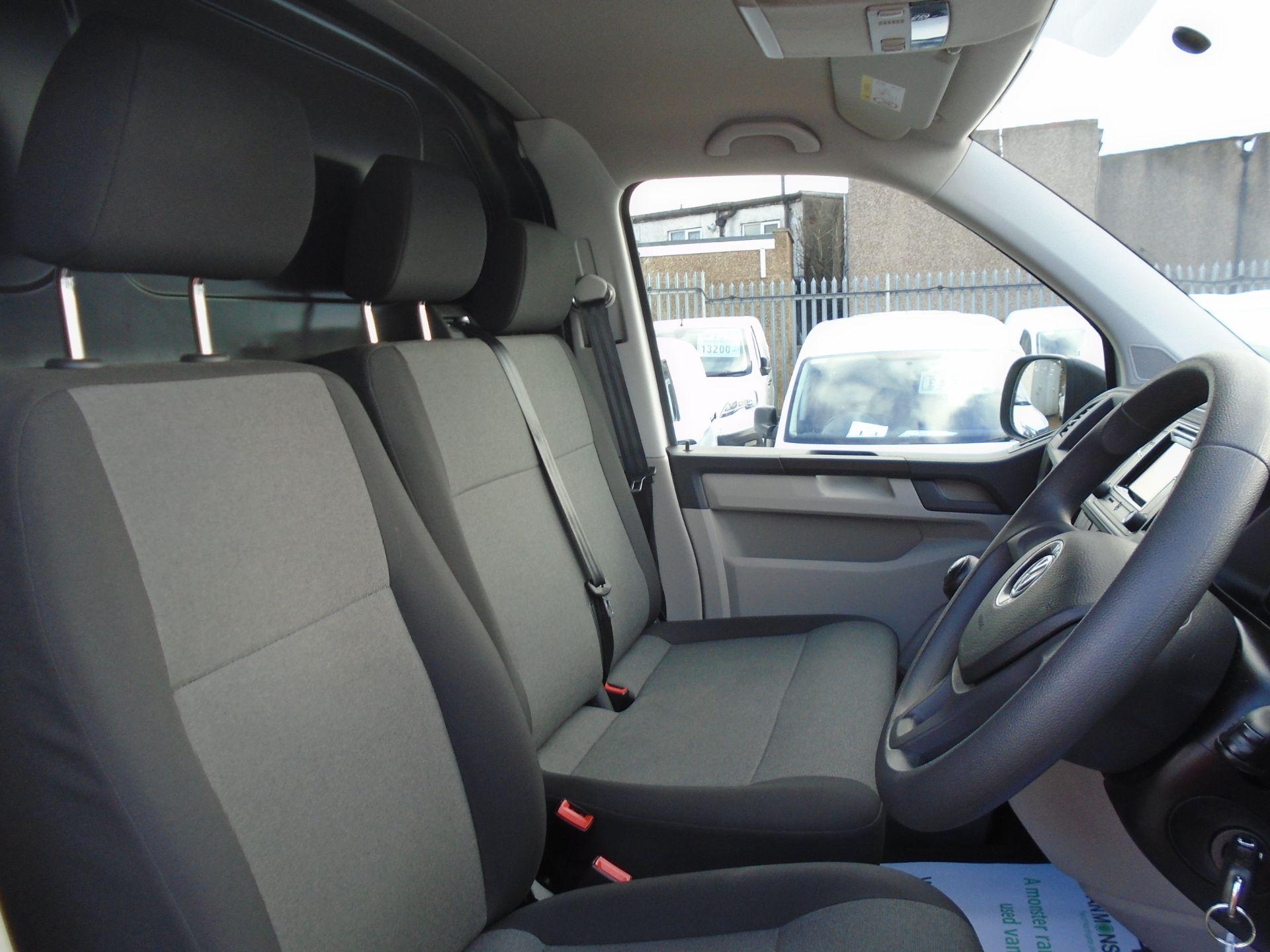 2018 Volkswagen Transporter T28 T6 SWB 2.0TDI BMT 102PS STARTLINE EURO 6 (GL68HDC) Image 18