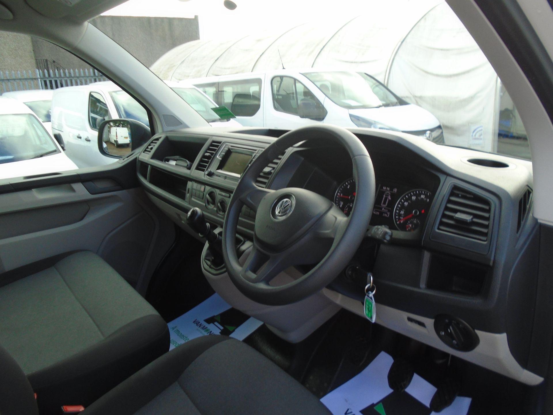 2018 Volkswagen Transporter T28 T6 SWB 2.0TDI BMT 102PS STARTLINE EURO 6 (GL68HDC) Image 17