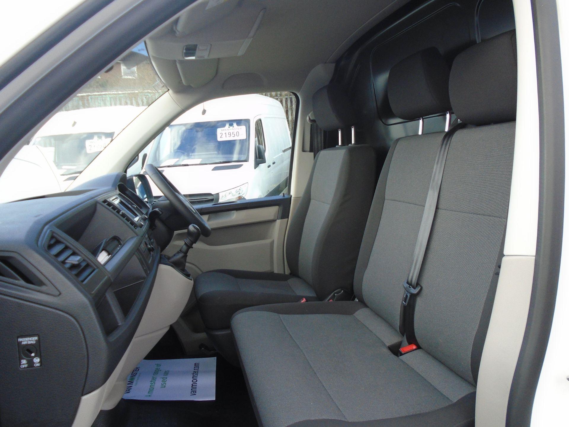 2018 Volkswagen Transporter T28 T6 SWB 2.0TDI BMT 102PS STARTLINE EURO 6 (GL68HDC) Image 16