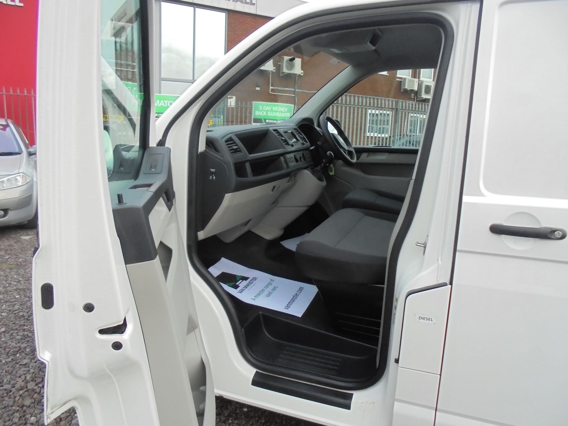 2018 Volkswagen Transporter T28 SWB 2.0 TDI 102PS EURO 6 (GL68LFD) Image 12