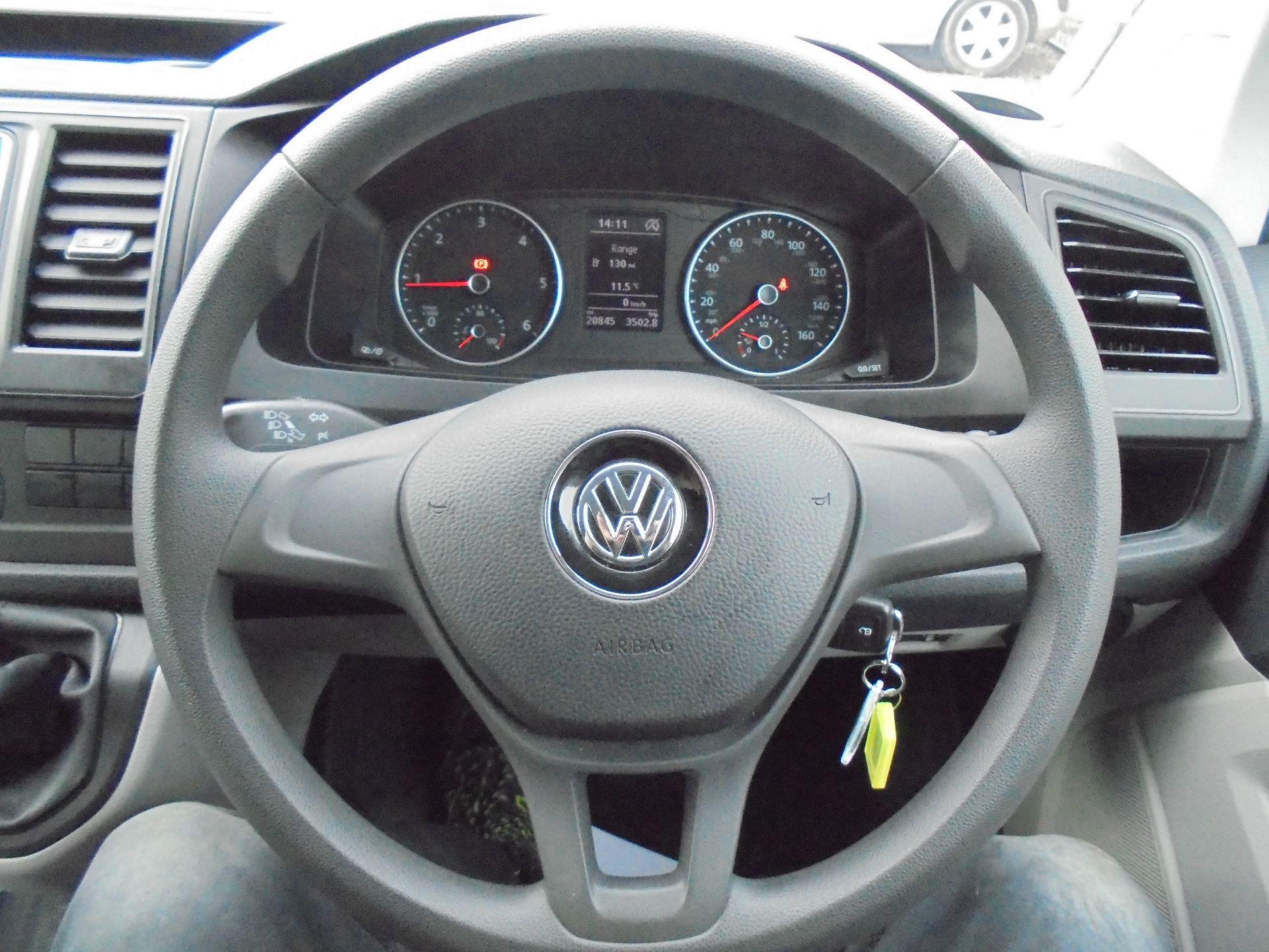 2018 Volkswagen Transporter T28 SWB 2.0 TDI 102PS EURO 6 (GL68LFD) Image 15