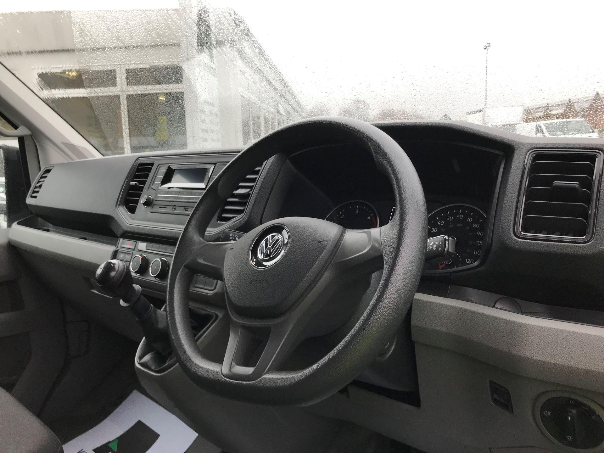 2018 Volkswagen Crafter 2.0 TDI 140PS STARTLINE HIGH ROOF VAN EURO 6 (GL68LFF) Image 17