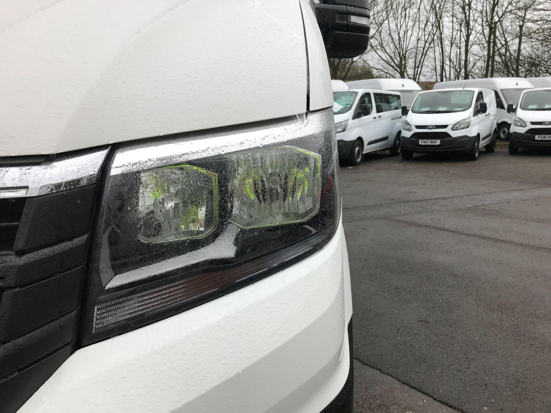 2018 Volkswagen Crafter 2.0 TDI 140PS STARTLINE HIGH ROOF VAN EURO 6 (GL68LFF) Image 13