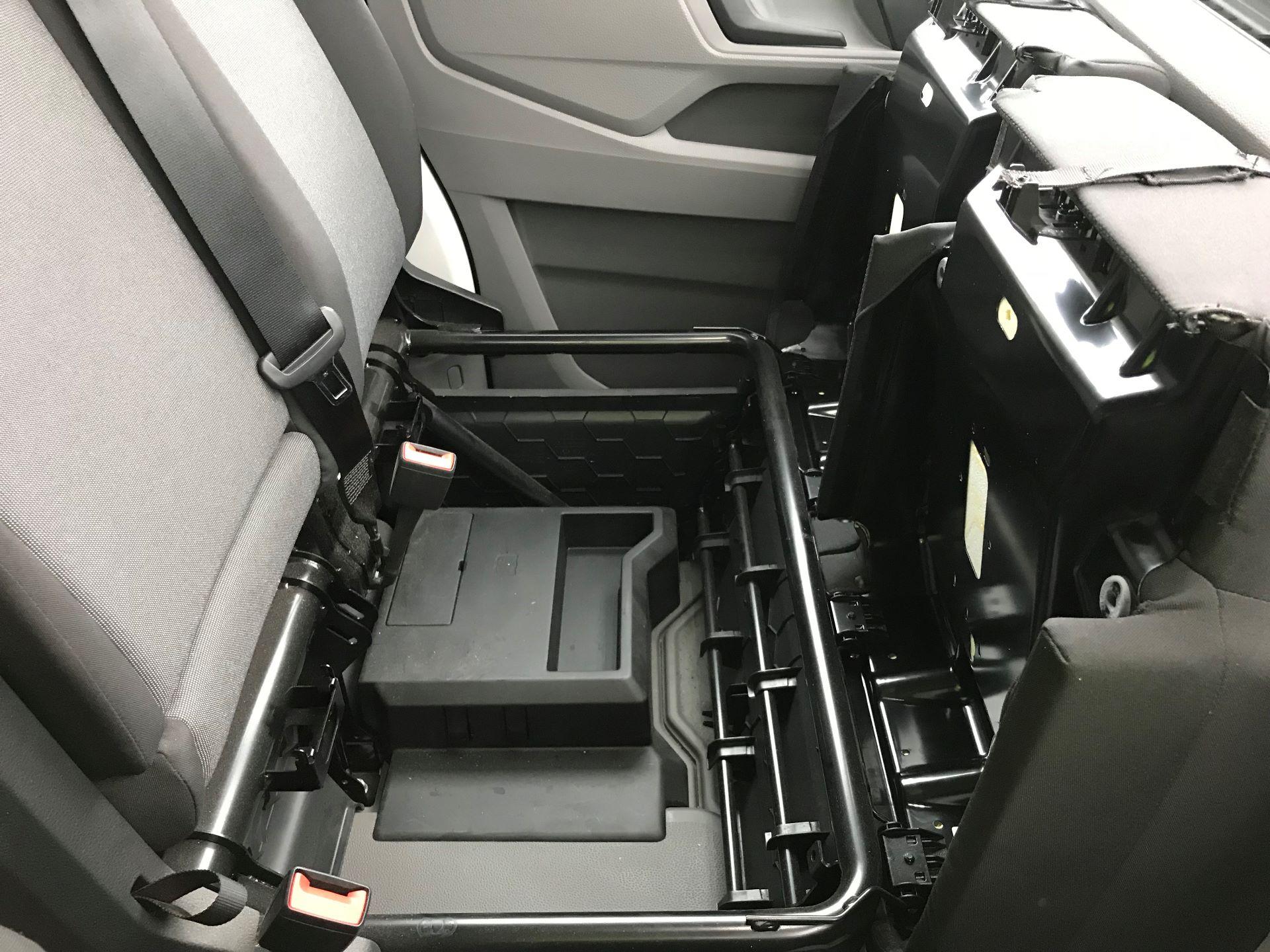 2018 Volkswagen Crafter 2.0 TDI 140PS STARTLINE HIGH ROOF VAN EURO 6 (GL68LFF) Image 25