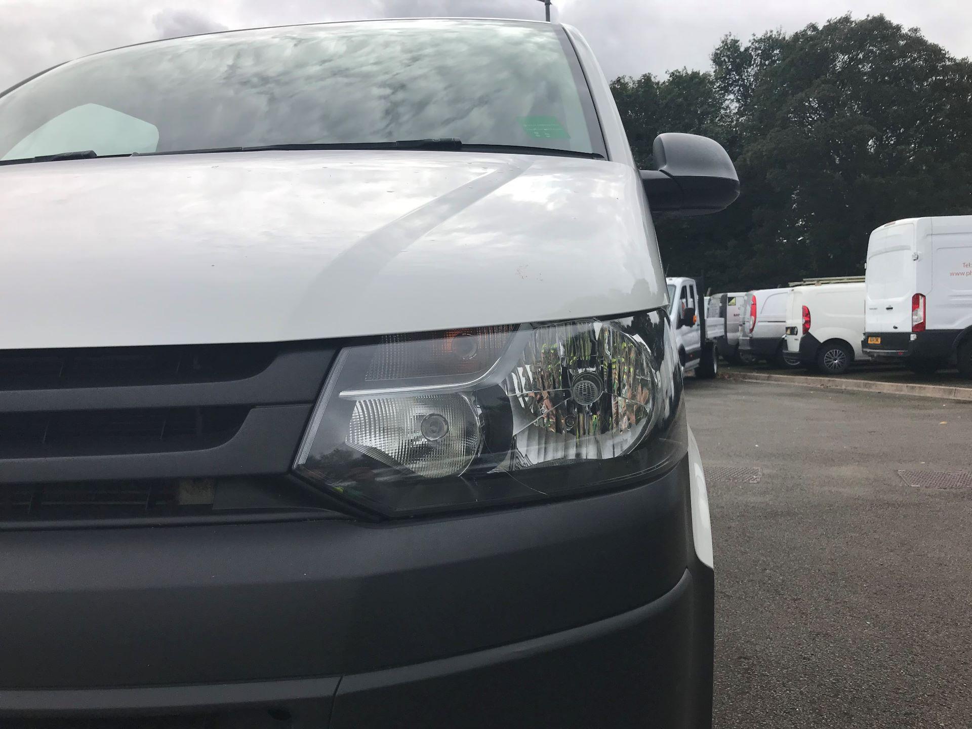 2015 Volkswagen Transporter  T28 SWB DIESEL 2.0 TDI 102PS STARTLINE EURO 5 (GM15VPN) Image 13