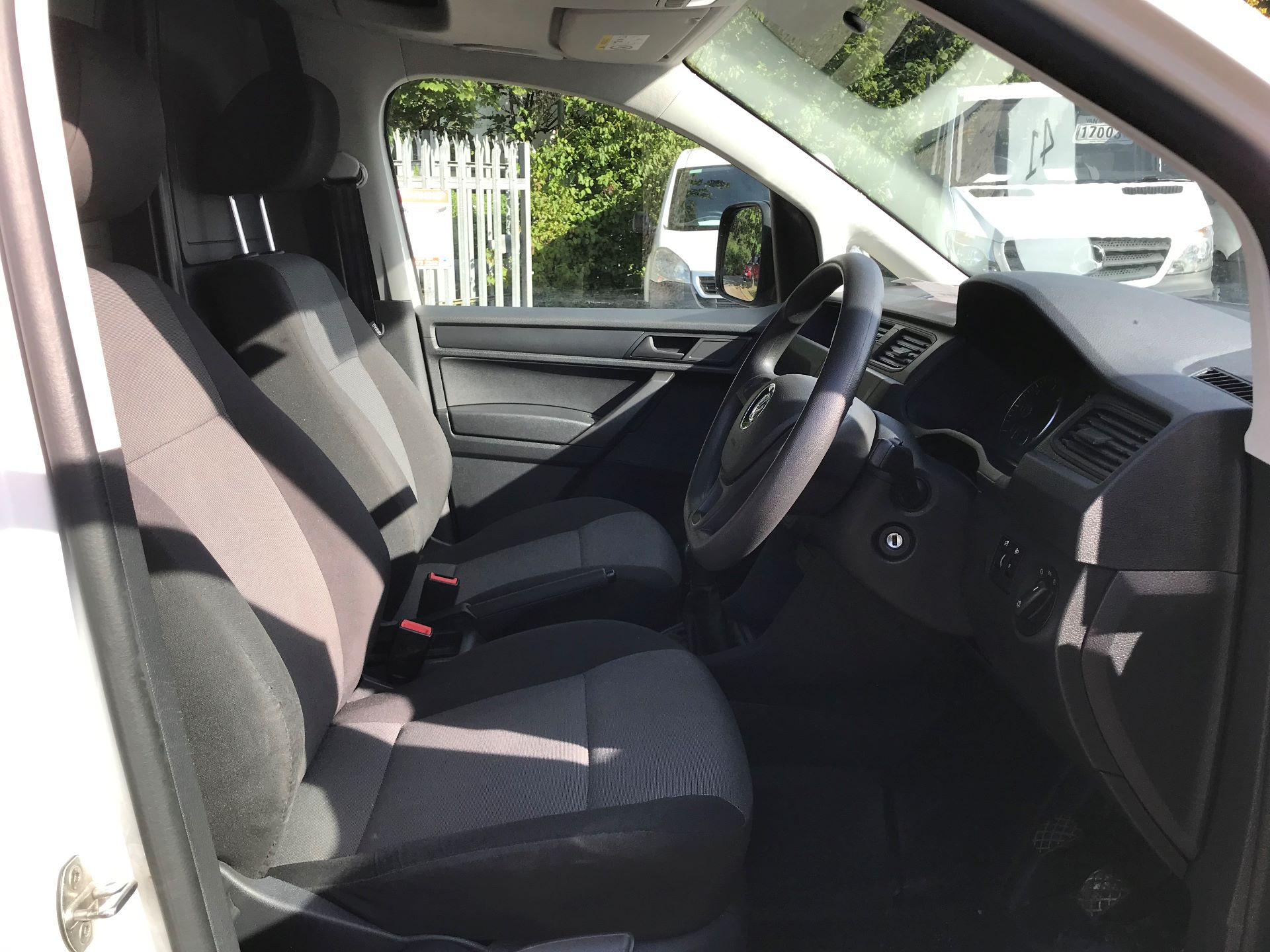 2016 Volkswagen Caddy Maxi  2.0 102PS BLUEMOTION TECH 102 STARTLINE EURO 6 (GM16UZV) Image 4