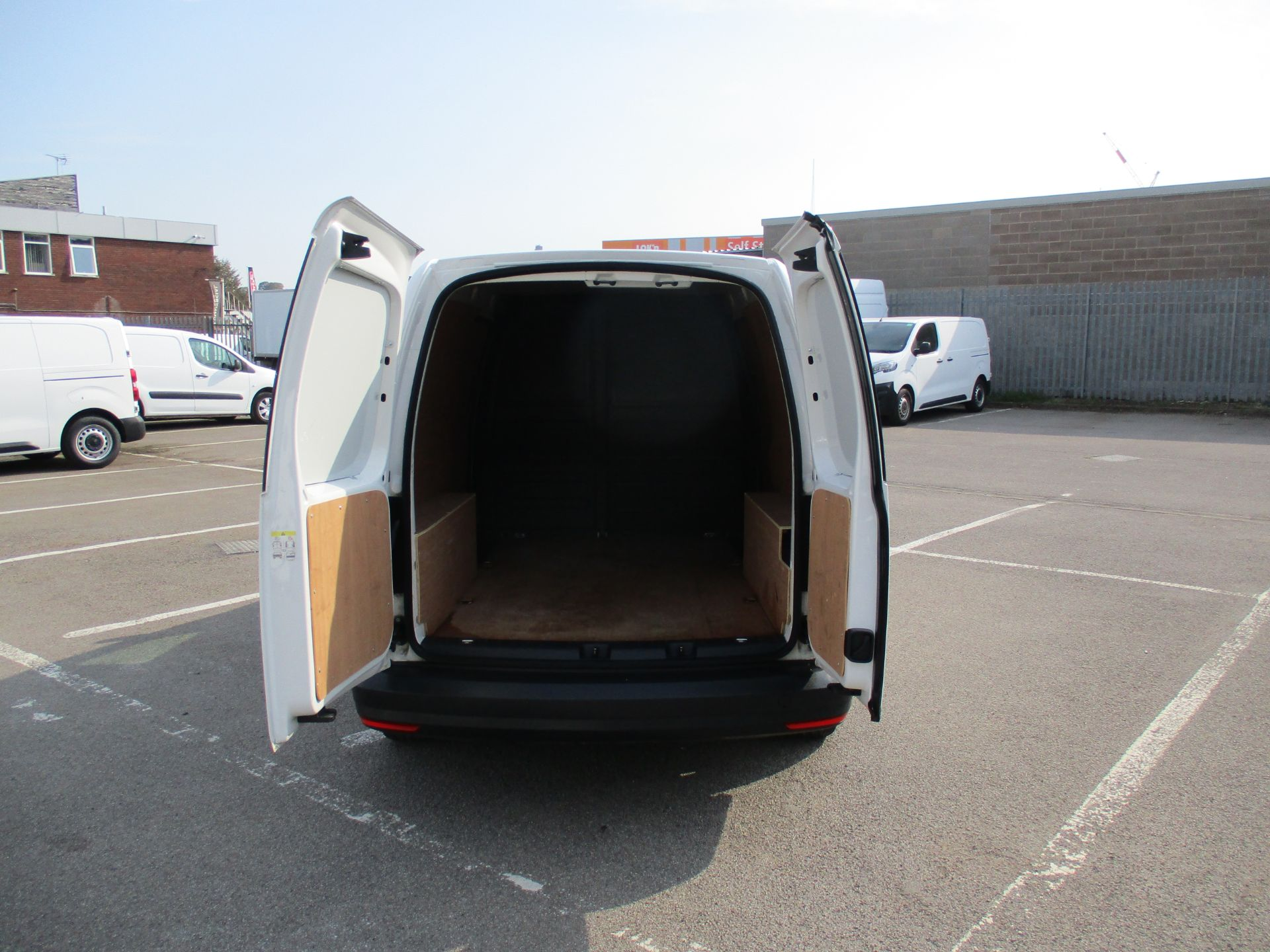 2017 Volkswagen Caddy Maxi 2.0 Tdi Bluemotion Tech 102Ps Startline Van (GM17AUK) Image 6