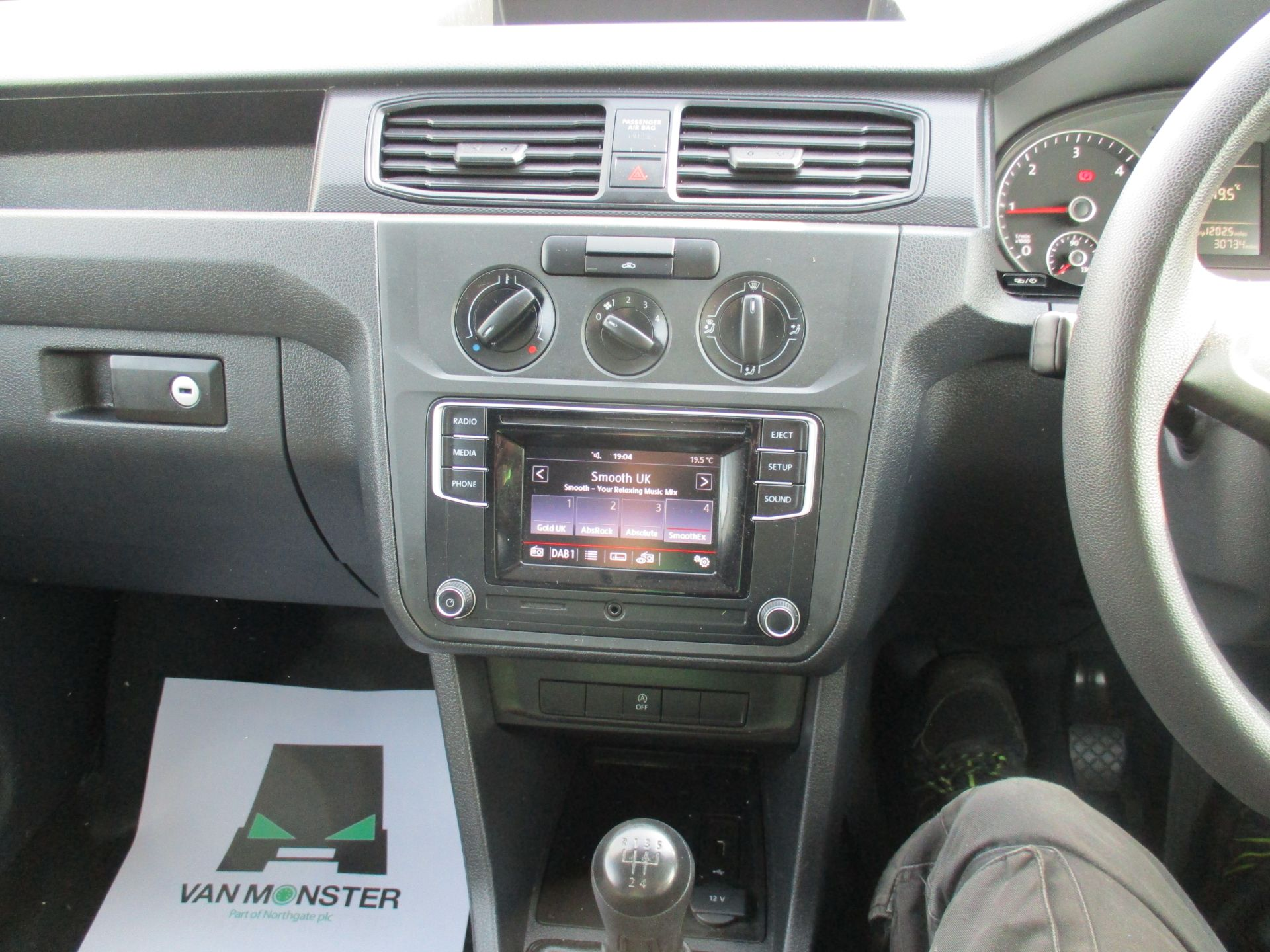 2017 Volkswagen Caddy Maxi 2.0 Tdi Bluemotion Tech 102Ps Startline Van (GM17AUK) Image 14