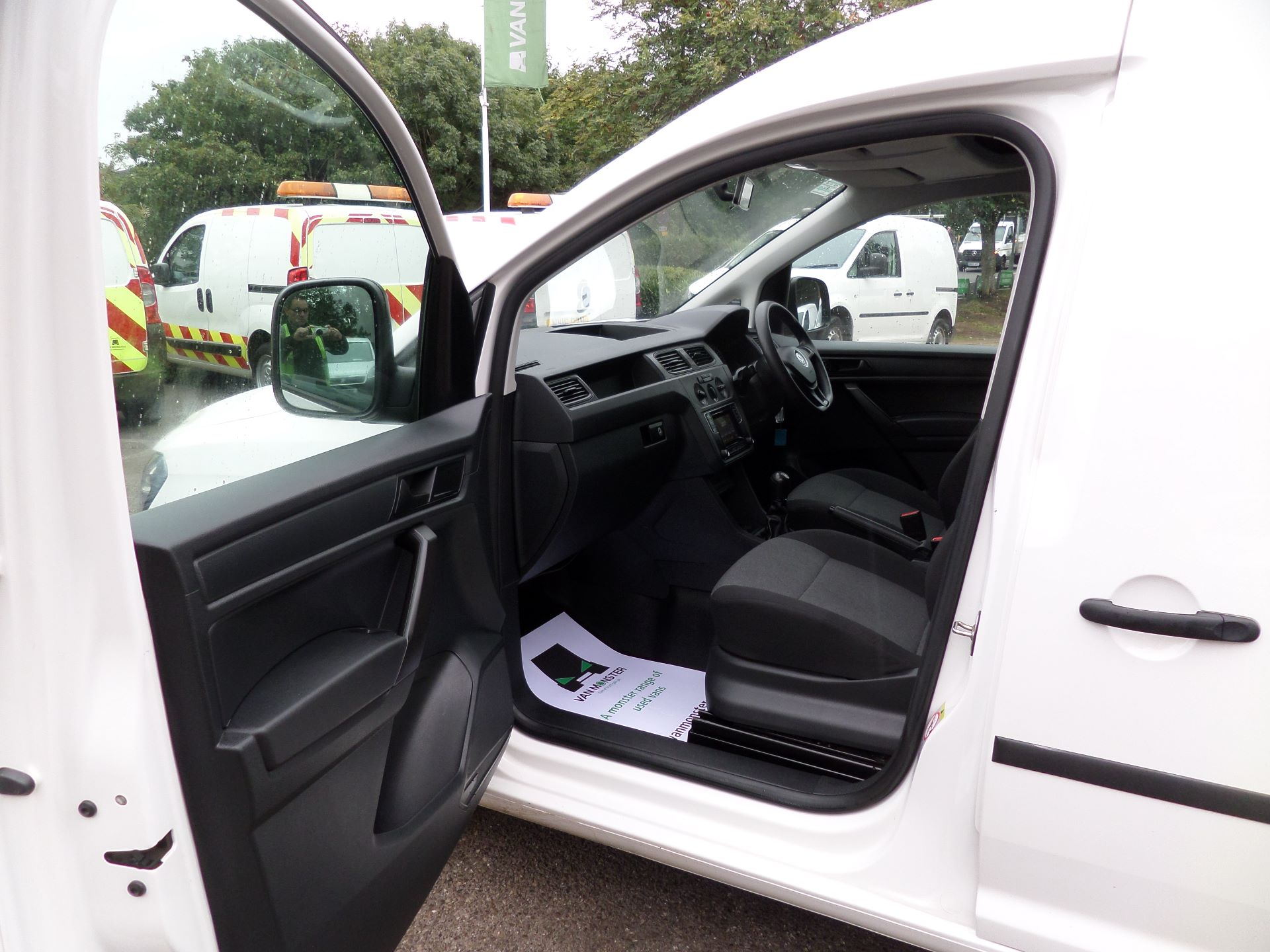 2017 Volkswagen Caddy 2.0 Tdi Bluemotion Tech 102Ps Startline Van Euro 6 (GM17OEP) Image 8