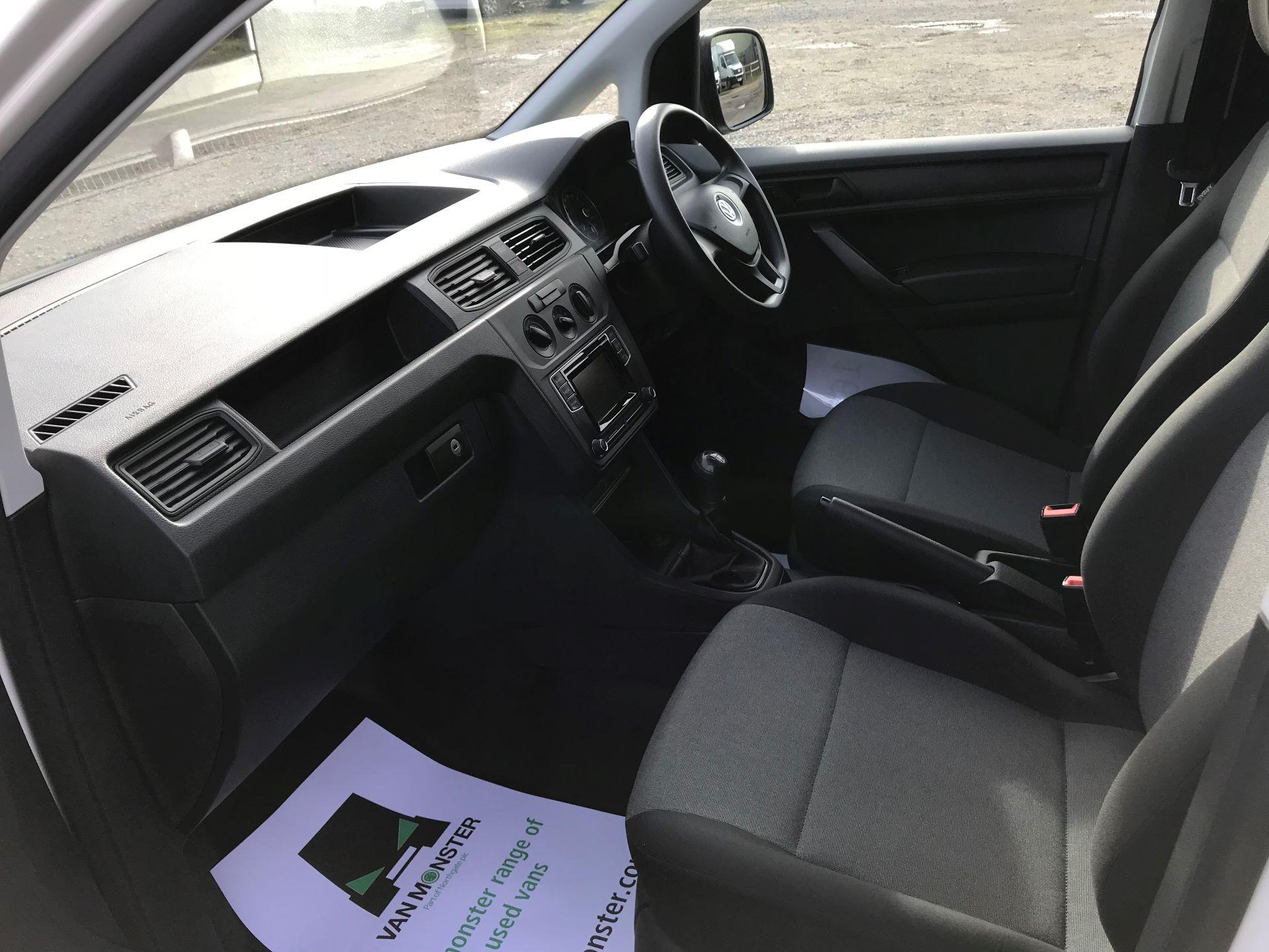 2017 Volkswagen Caddy Maxi  2.0 102PS BLUEMOTION TECH 102 STARTLINE EURO 6 (GM17OFX) Image 22