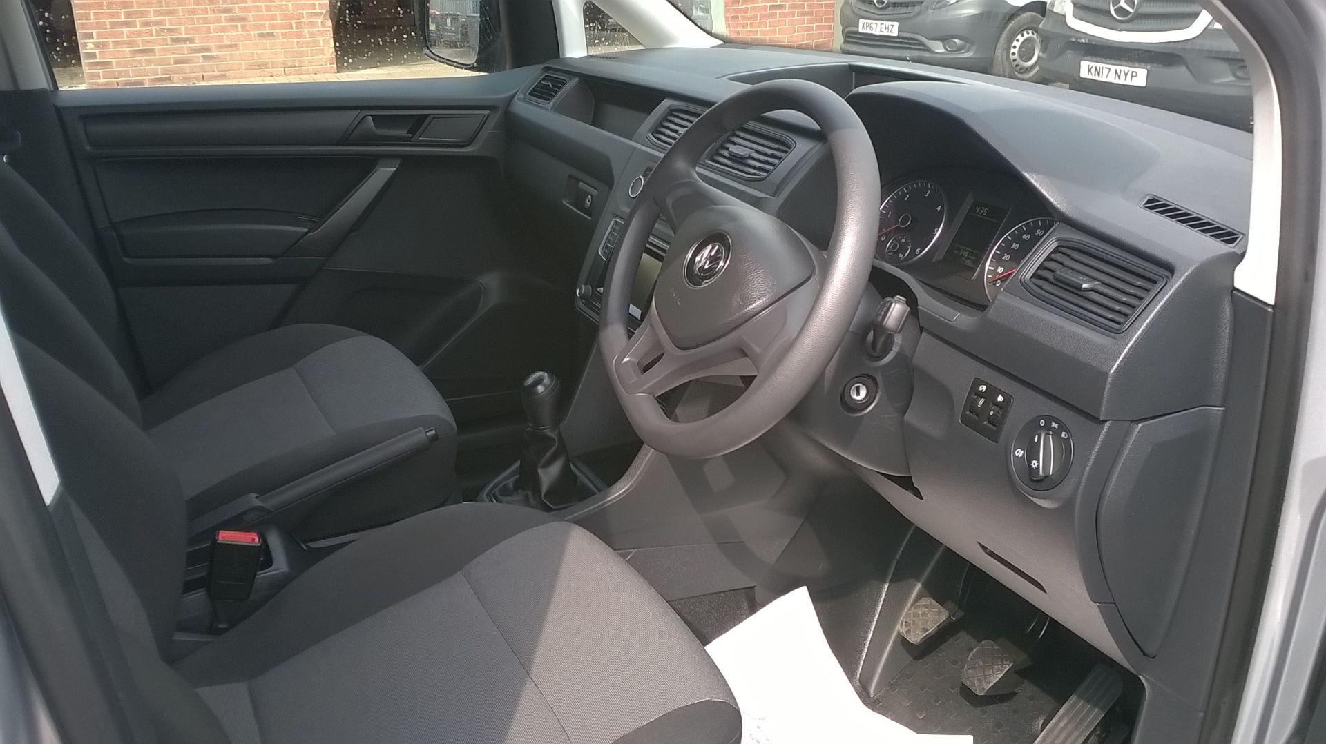 2017 Volkswagen Caddy 2.0 TDI BLUEMOTION TECH 102PS STARTLINE EURO 6 (GM17SFK) Image 17