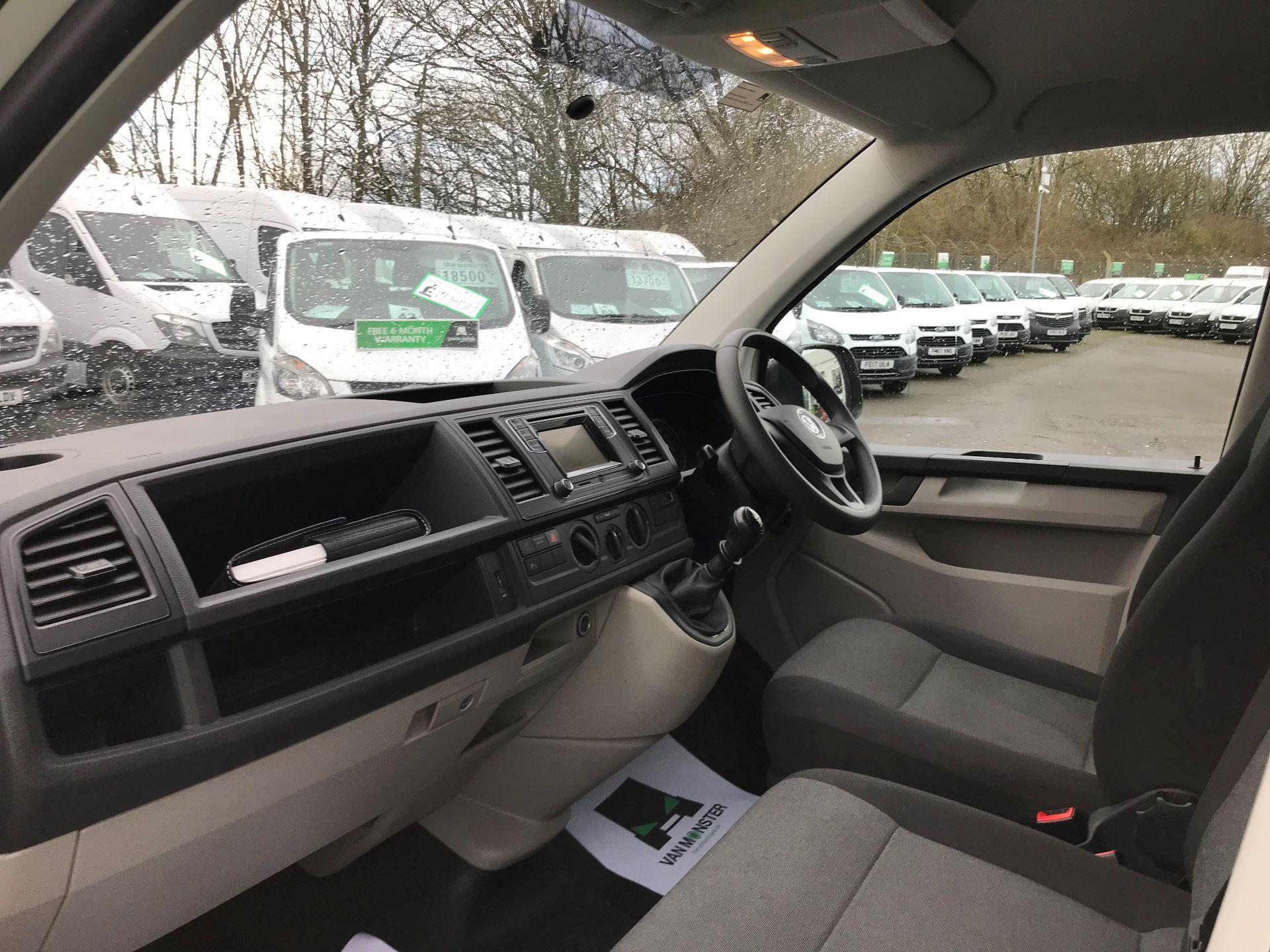 2018 Volkswagen Transporter 2.0 TDI BMT 102 STARTLINE EURO 6 (GM18KWN) Image 14
