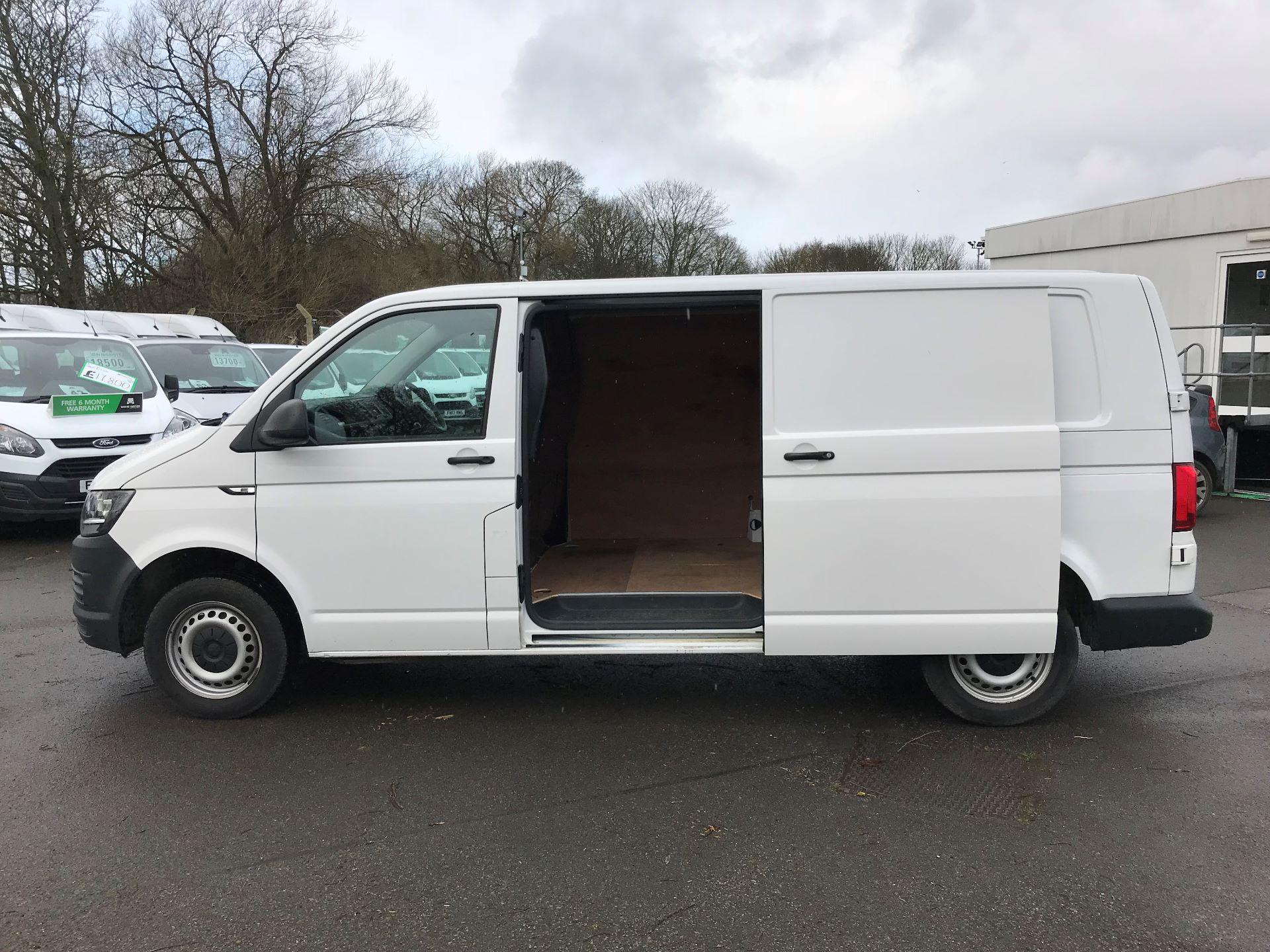 2018 Volkswagen Transporter 2.0 TDI BMT 102 STARTLINE EURO 6 (GM18KWN) Image 9