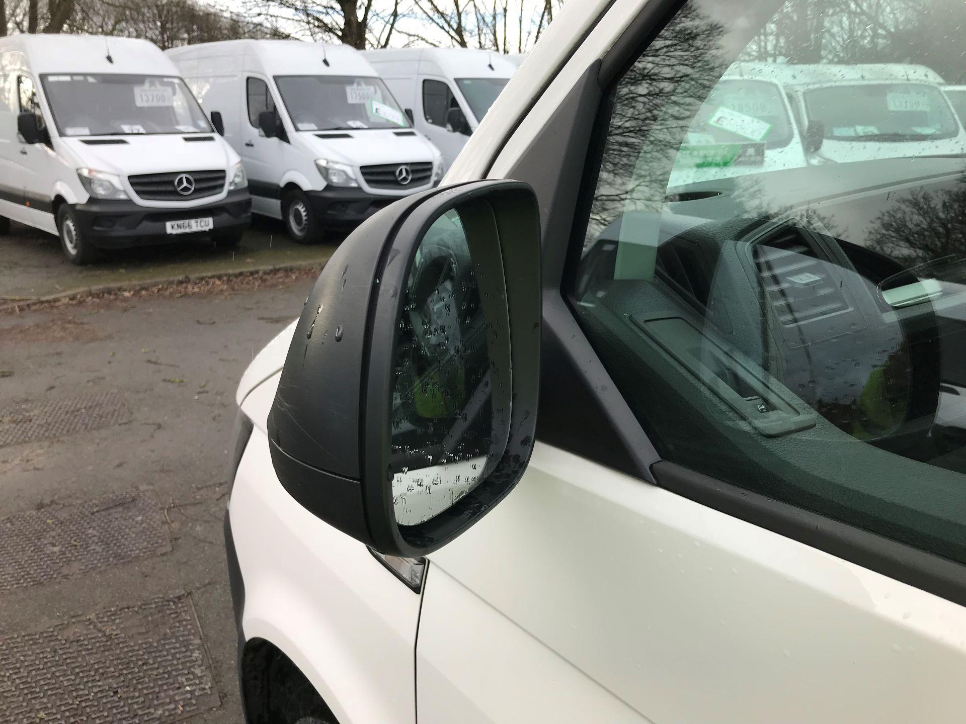 2018 Volkswagen Transporter 2.0 TDI BMT 102 STARTLINE EURO 6 (GM18KWN) Image 10