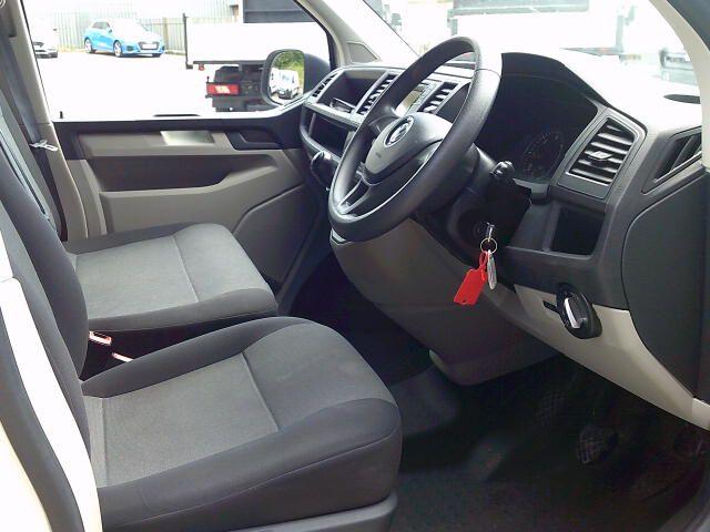 2018 Volkswagen Transporter T30 LWB 2.0 Tdi Bmt 102 Startline Van Euro 6 (GM18KZC) Image 2
