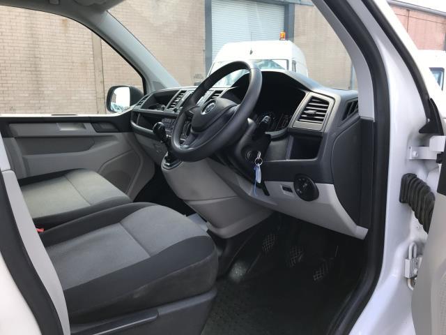 2018 Volkswagen Transporter  T30 LWB 2.0TDI BMT 102PS STARTLINE EURO 6 (GM18KZU) Image 17